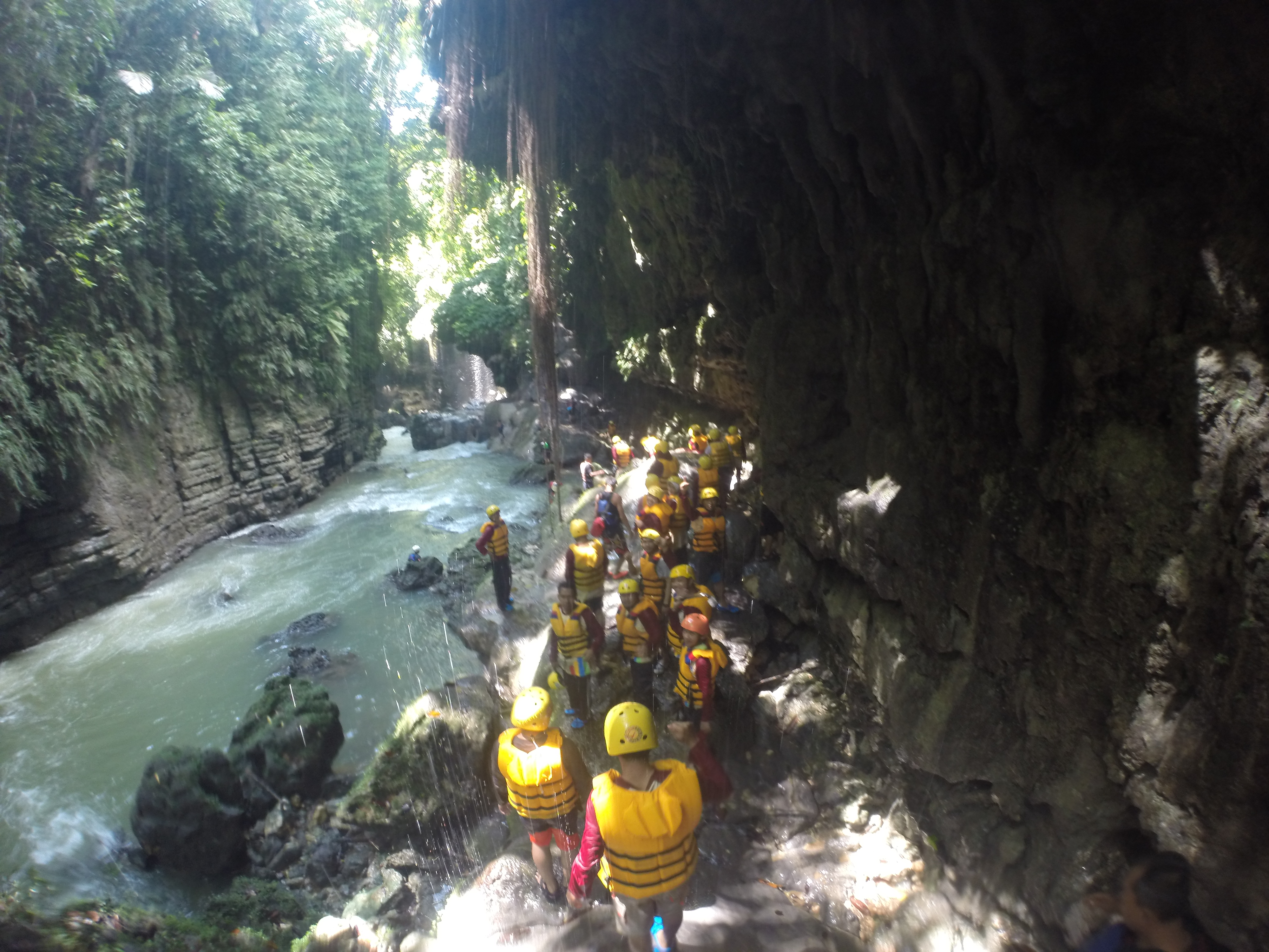 File:Body rafting pangandaran.jpg