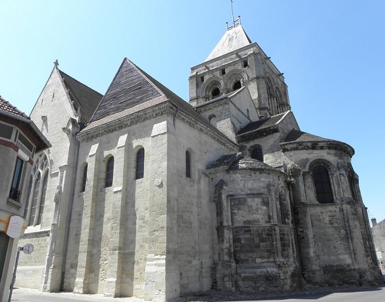 Transept sud et chevet de l'église Notre-dame de Bruyères-et-Montbérault (02).