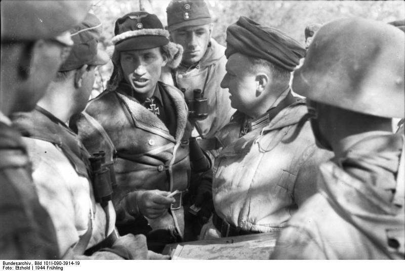 File:Bundesarchiv Bild 101I-090-3914-19, Russland, Soldaten in Winterausrüstung bei Besprechnung.jpg