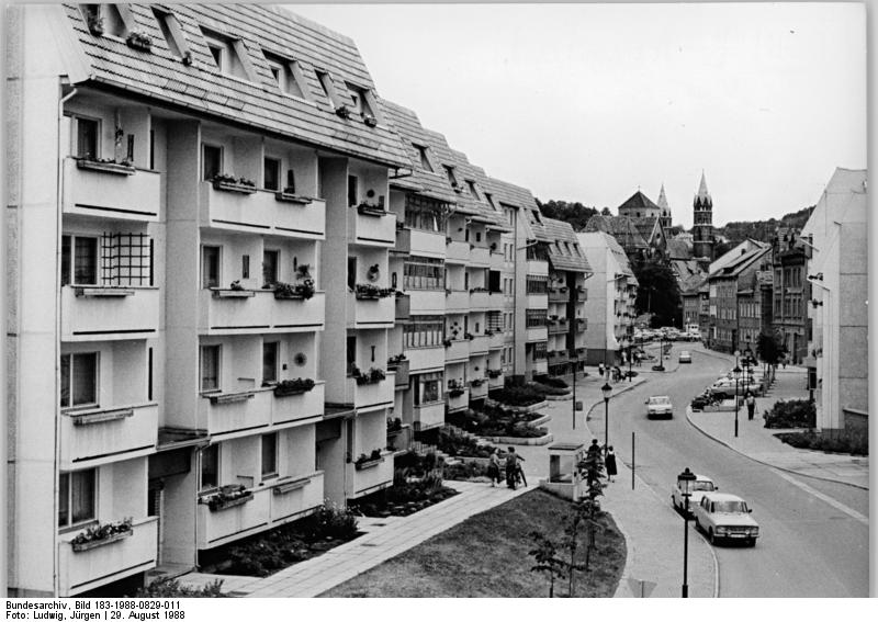 file bundesarchiv bild 183 1988 0829 011 arnstadt wohnkomplex an der wei e jpg wikimedia. Black Bedroom Furniture Sets. Home Design Ideas