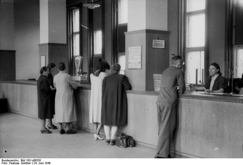 File:Bundesarchiv Bild 183-V06526, Halle, Bankbetrieb nach der Währungsreform.jpg
