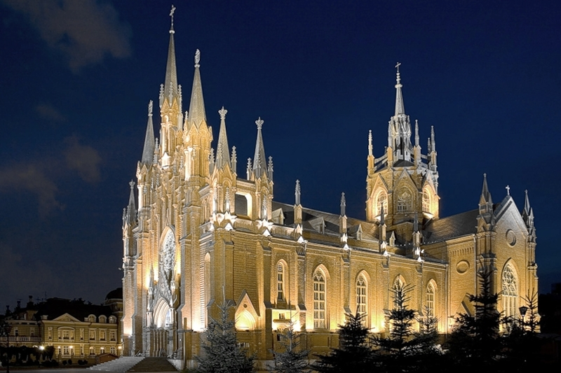 File:Catholic Cathedral Moscow Night.jpg