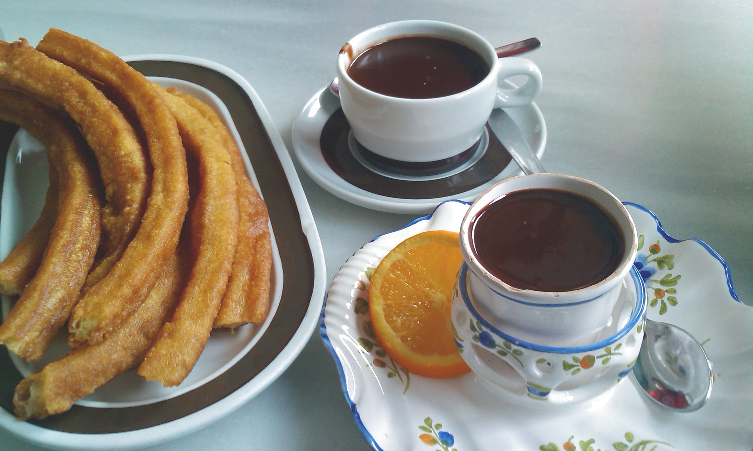 File:Chocolates y churros valor plaza de la reina.jpg - Wikimedia ...