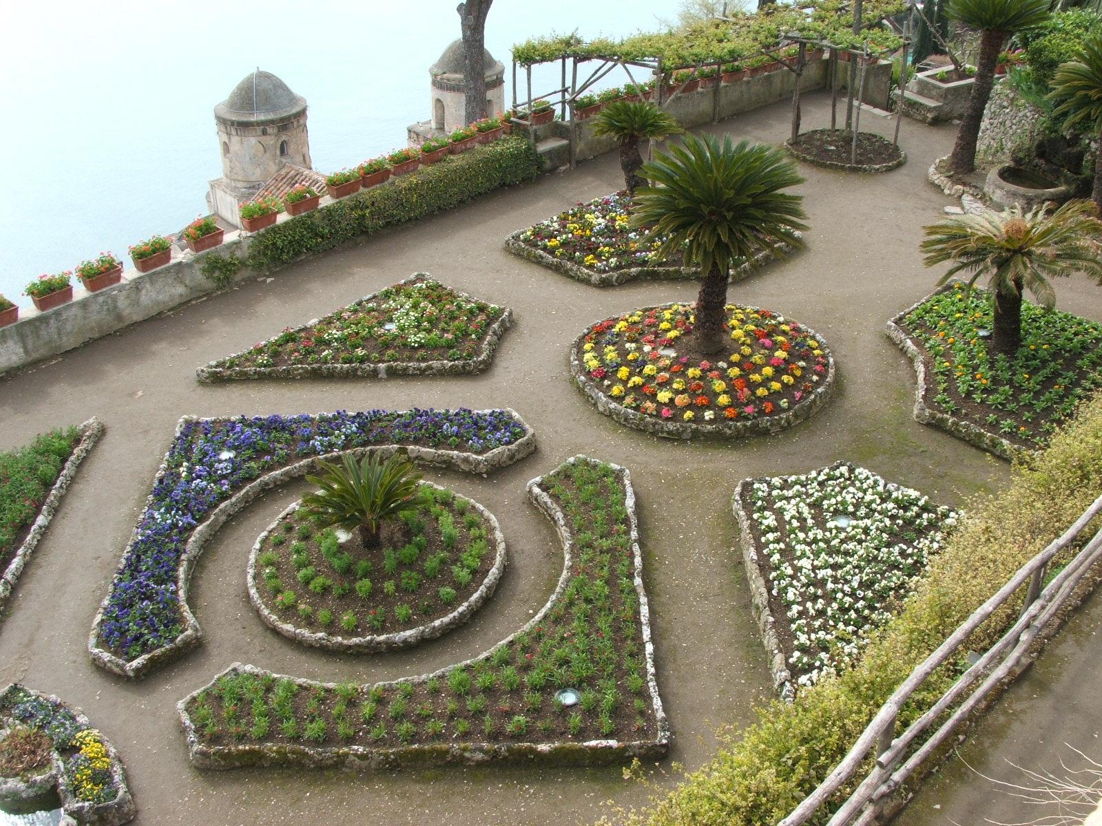 File costiera amalfitana ravello villa rufolo giardino5 for Foto giardini moderni