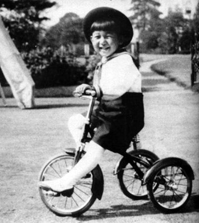 Пятилетний принц Акихито (1933)