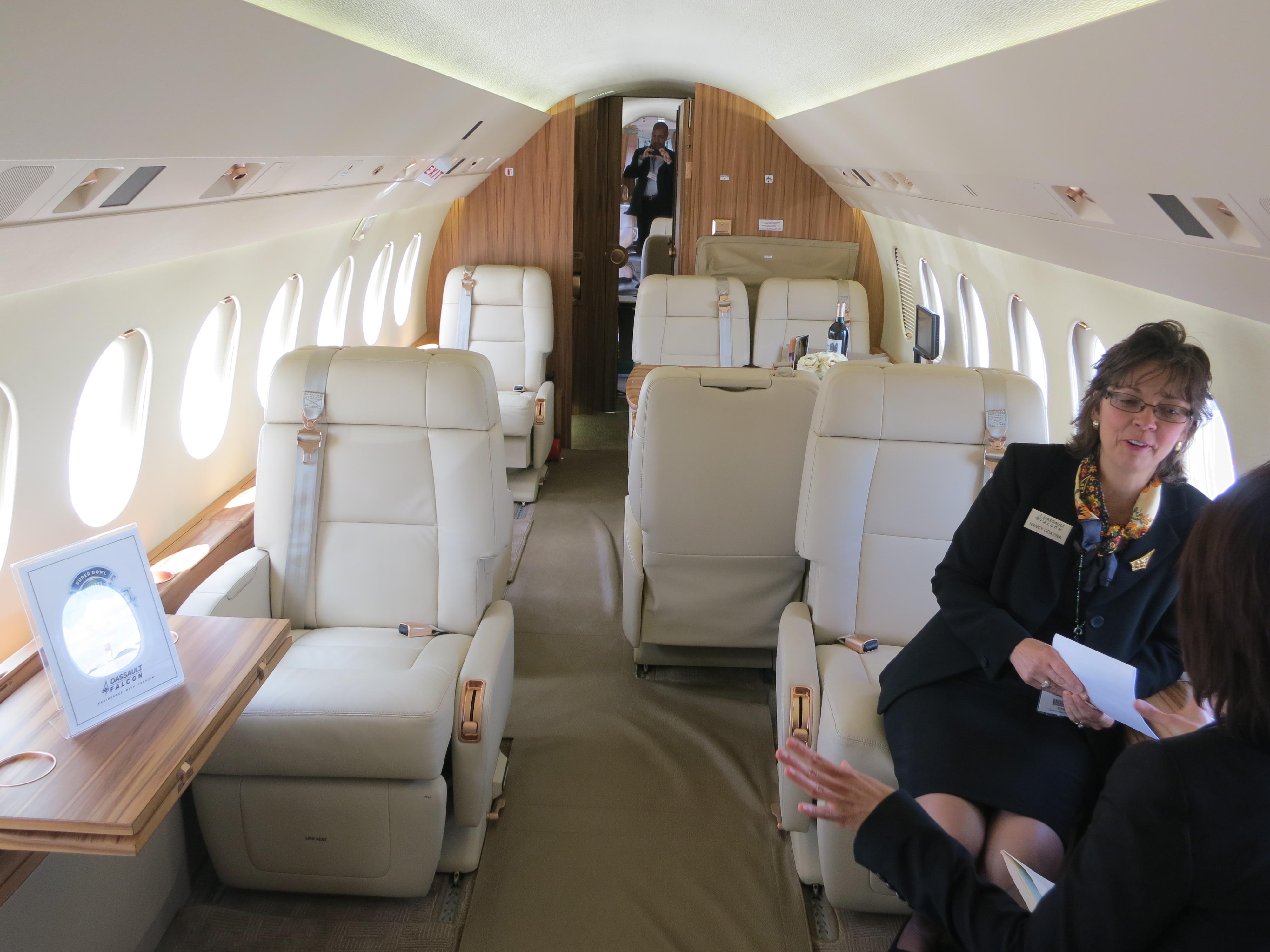File Dassault Falcon 2000 Lx Cabin Jpg Wikimedia Commons