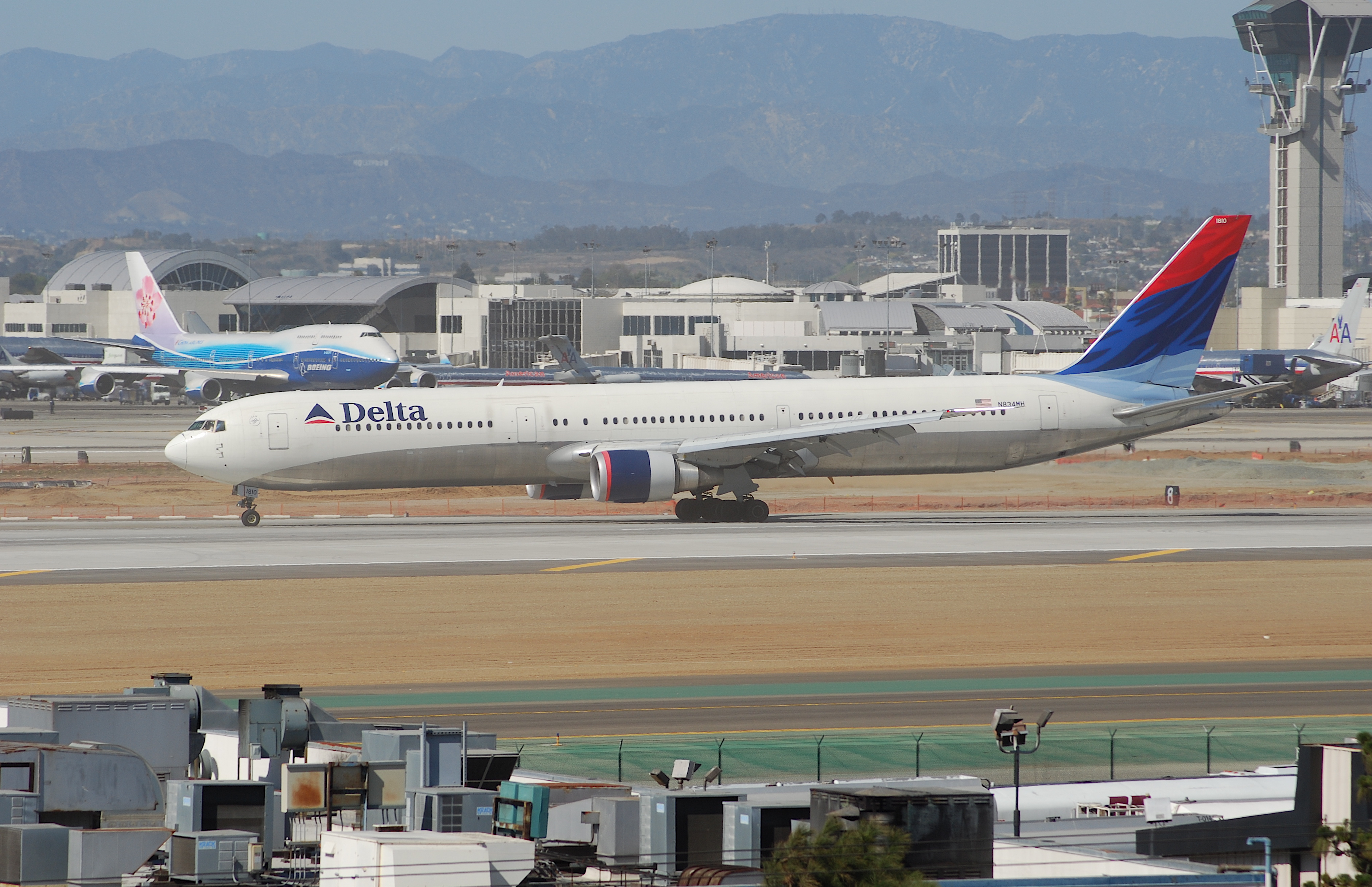 N837MH - Delta Air Lines Boeing 767-400ER at Sint Maarten ...
