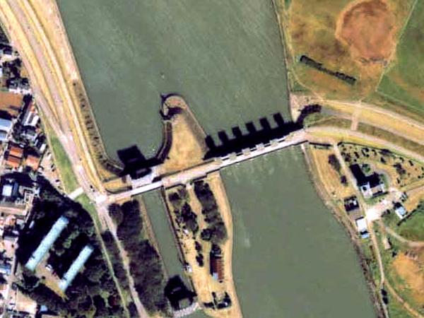 File:Edo river locks mlit1989.jpg