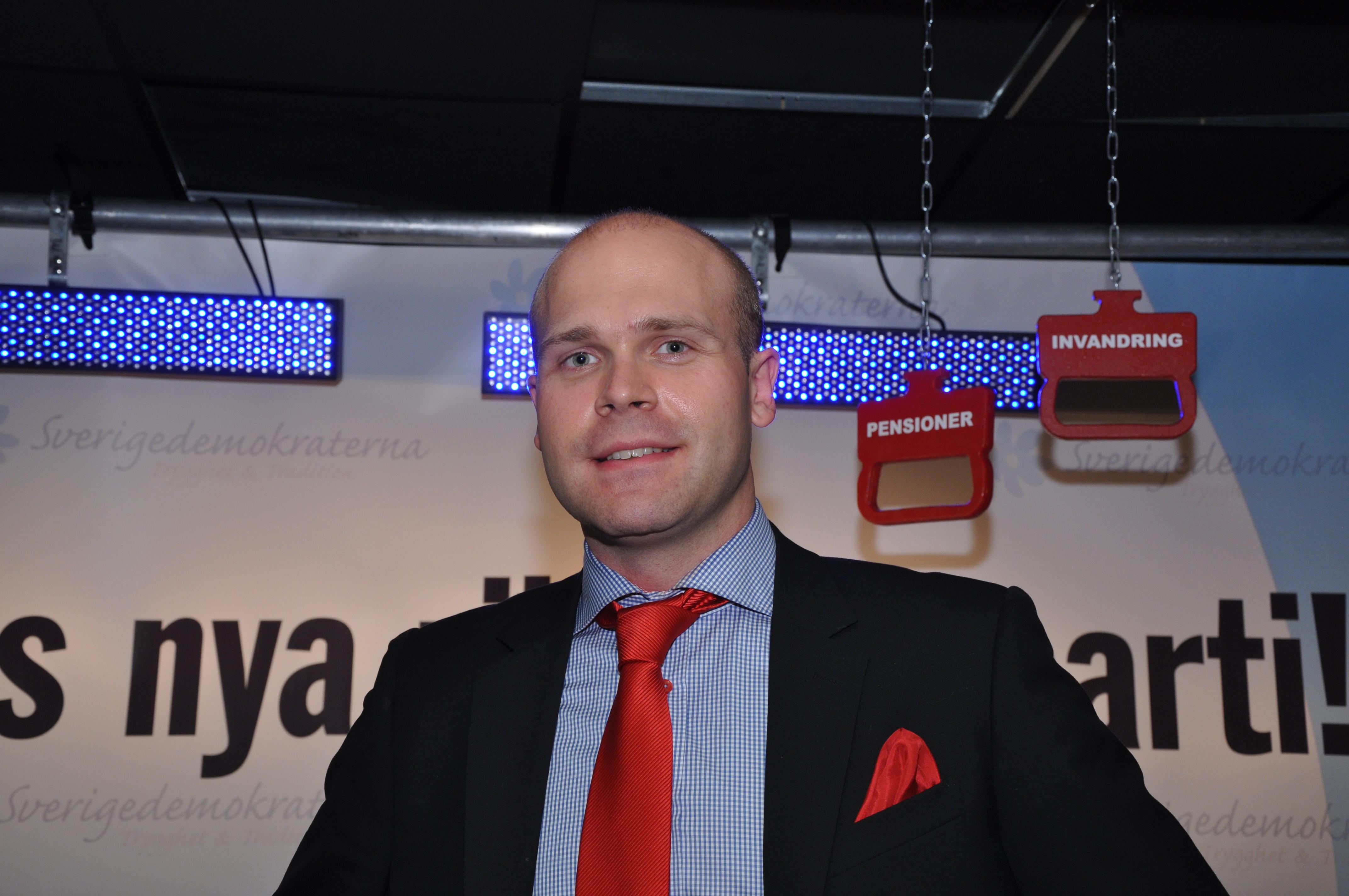 Almqvist backar om pastaende