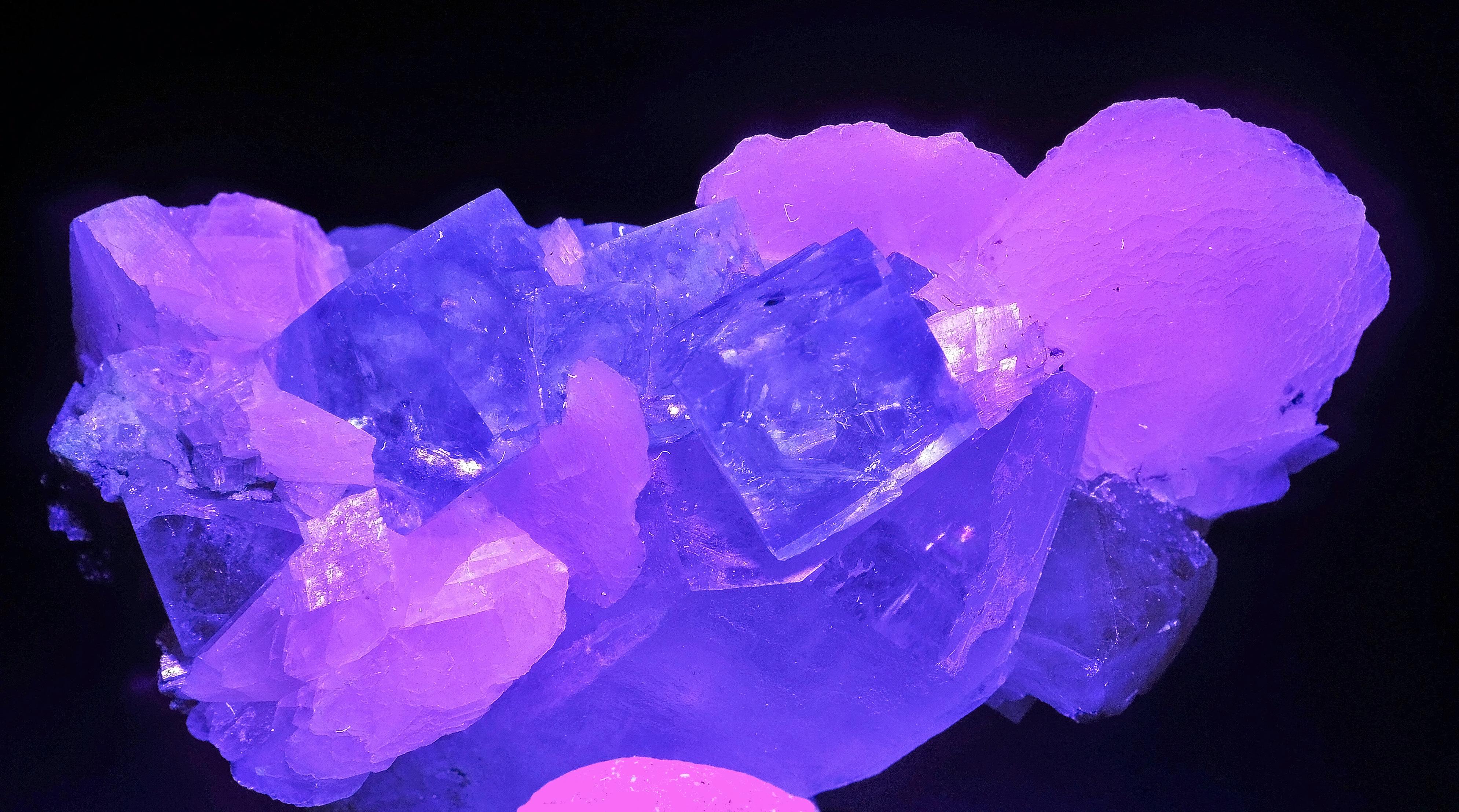 File Fluorite Calcite Scheelite Quartz Sous Uv 1 Jpg