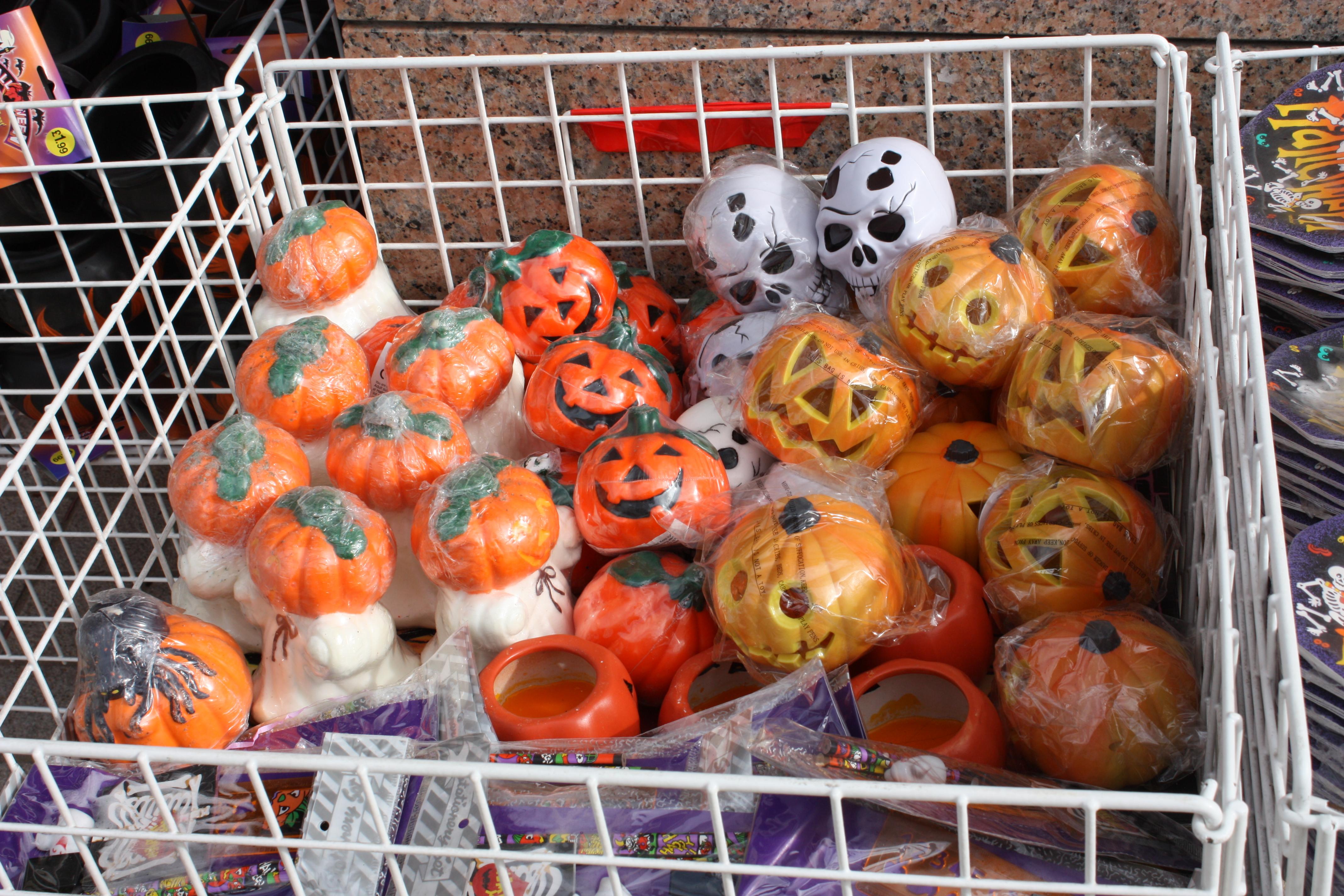 File:Halloween Shop, Derry, September 2010 (03).JPG - Wikimedia ...