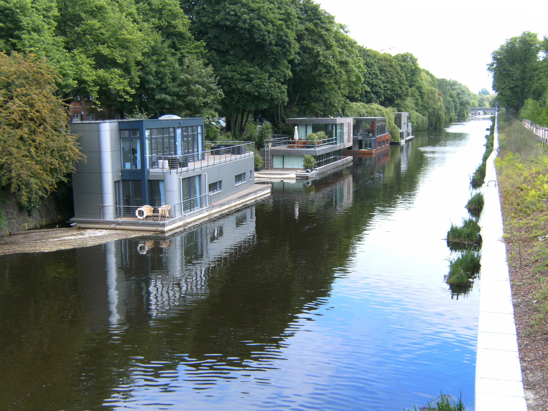 Hausboot Hamburg file hamburg eilbekkanal hausboote wartenaubrücke aus jpg