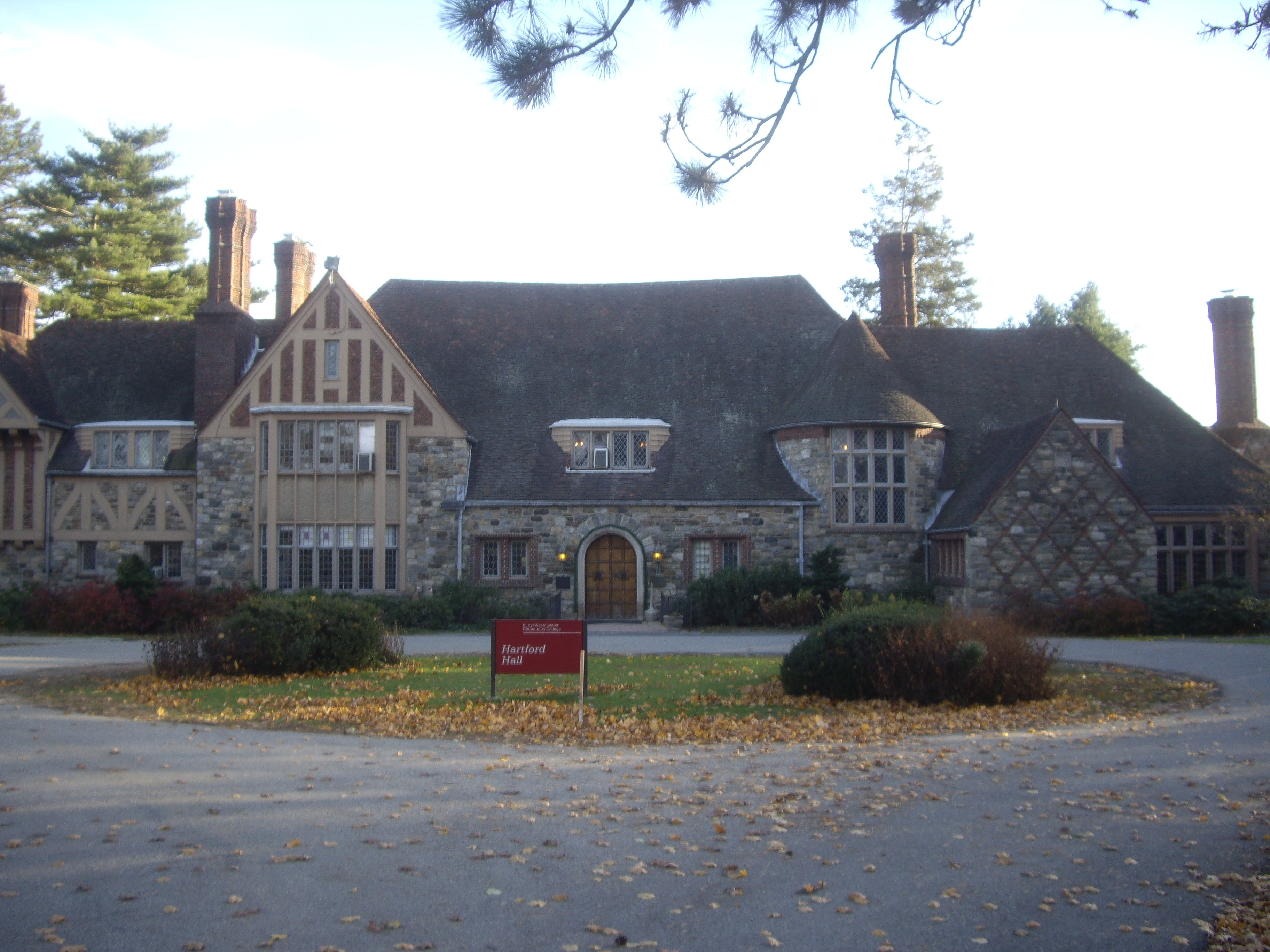 Clinton Chappaqua House File Hartford Hall Jpg Wikimedia Commons