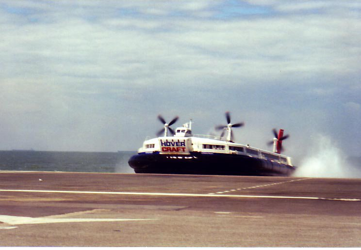Hovercraft in Calais, ©wikipedia, Christopher Kern