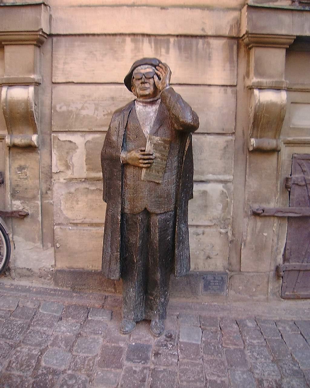 Estatua de Evert Taube en la ciudad vieja de Estocolmo