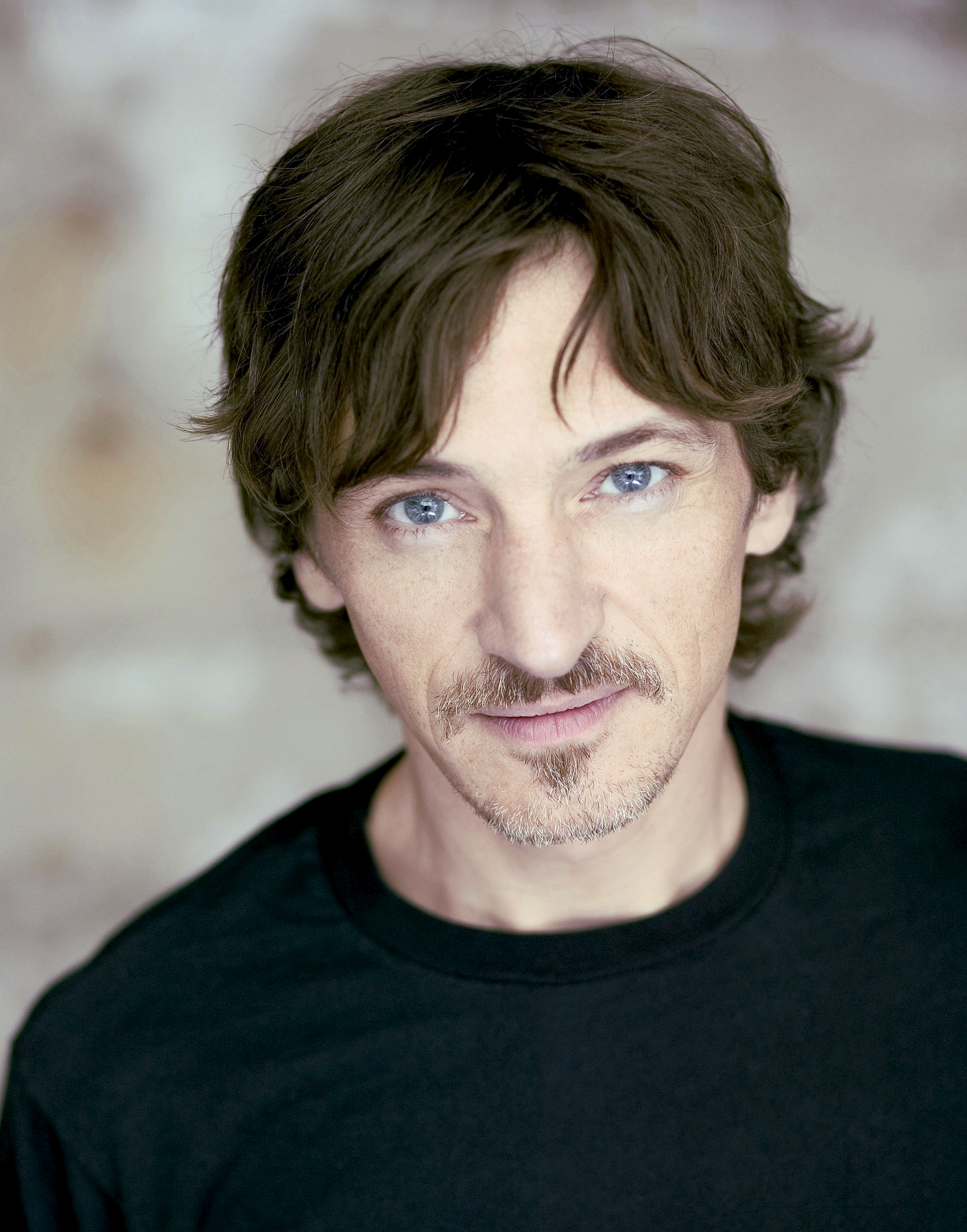 The 57-year old son of father  Peter John Perkins and mother Patricia Jeanne, 178 cm tall John Hawkes in 2017 photo