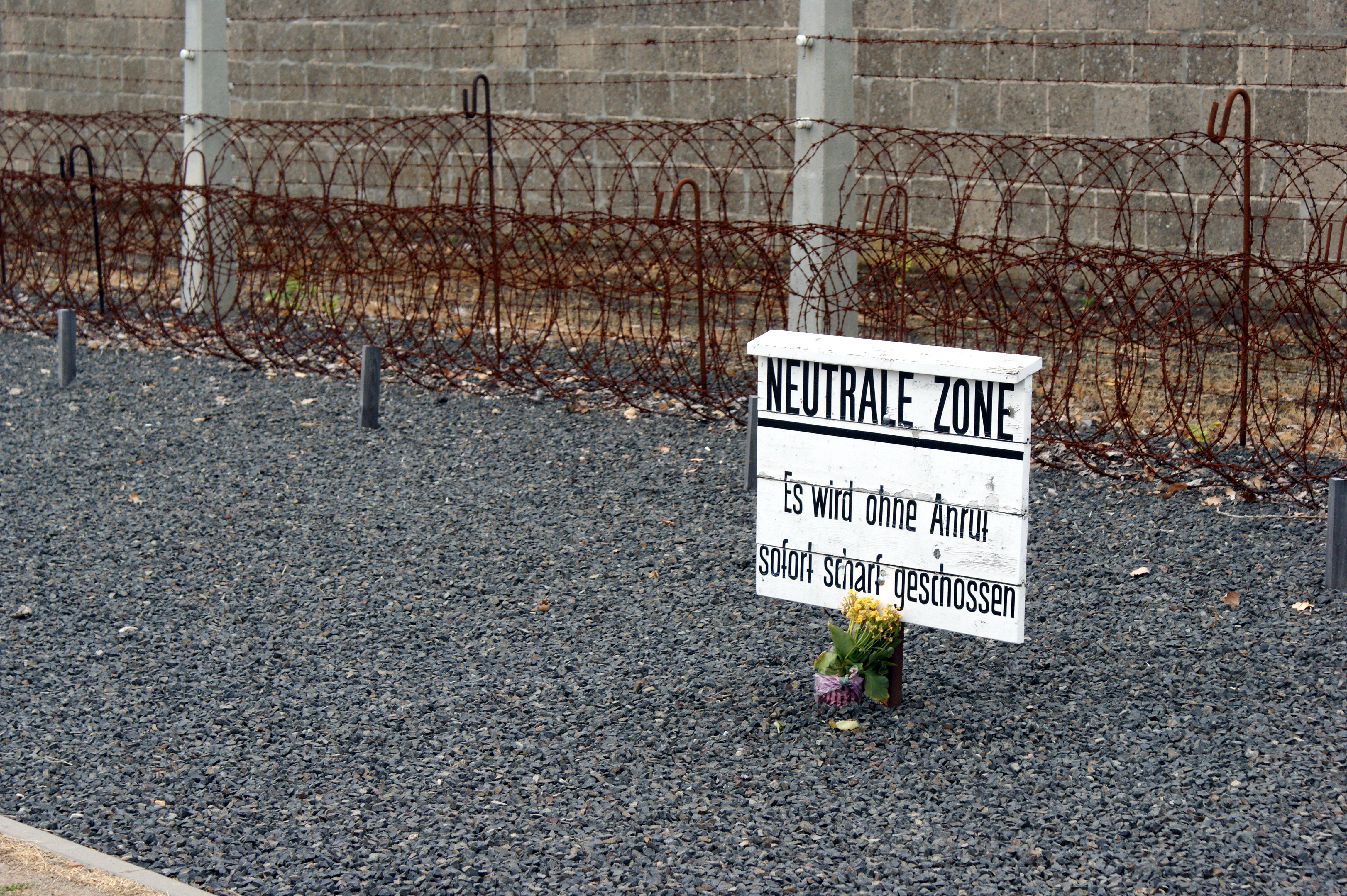 File:KZ Sachsenhausen - neutrale Zone.JPG - Wikimedia Commons
