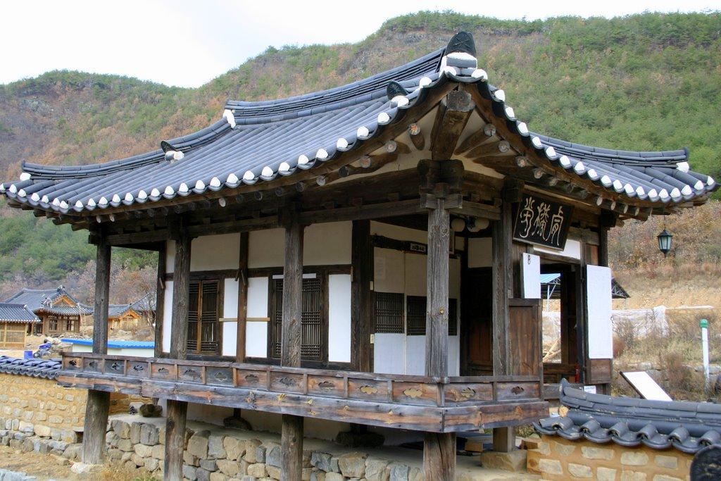 File:Korea Andong Gasong Village Nongam House Geunggudang 01.