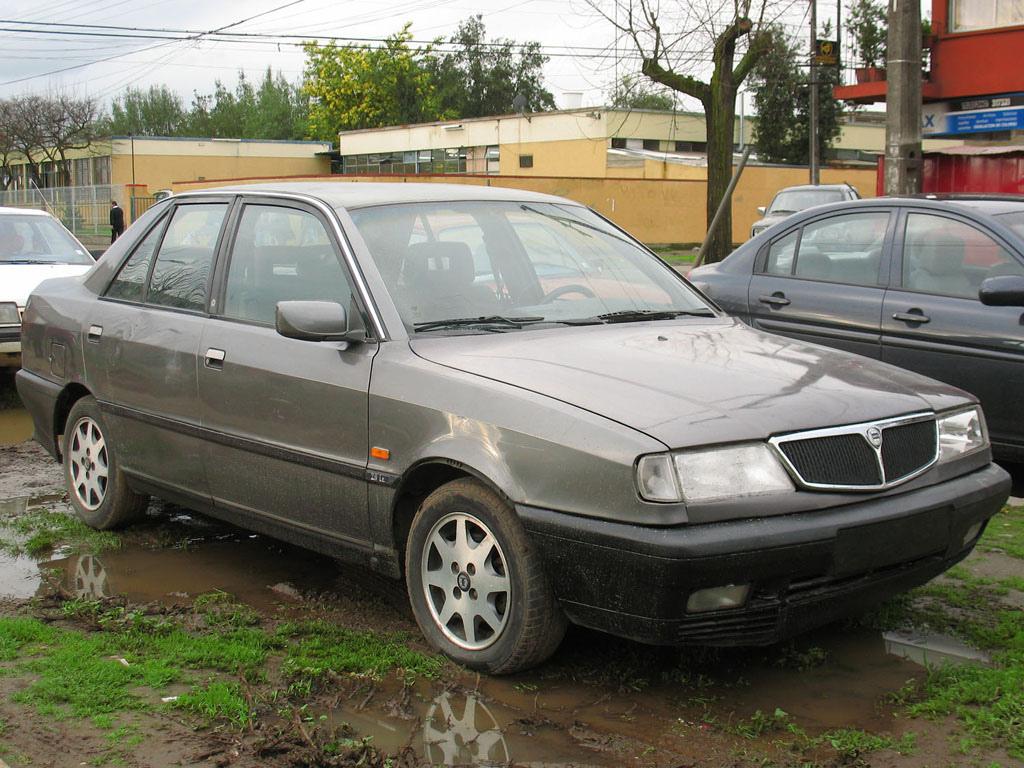 http://upload.wikimedia.org/wikipedia/commons/8/80/Lancia_Dedra_2.0_iE_1994.jpg