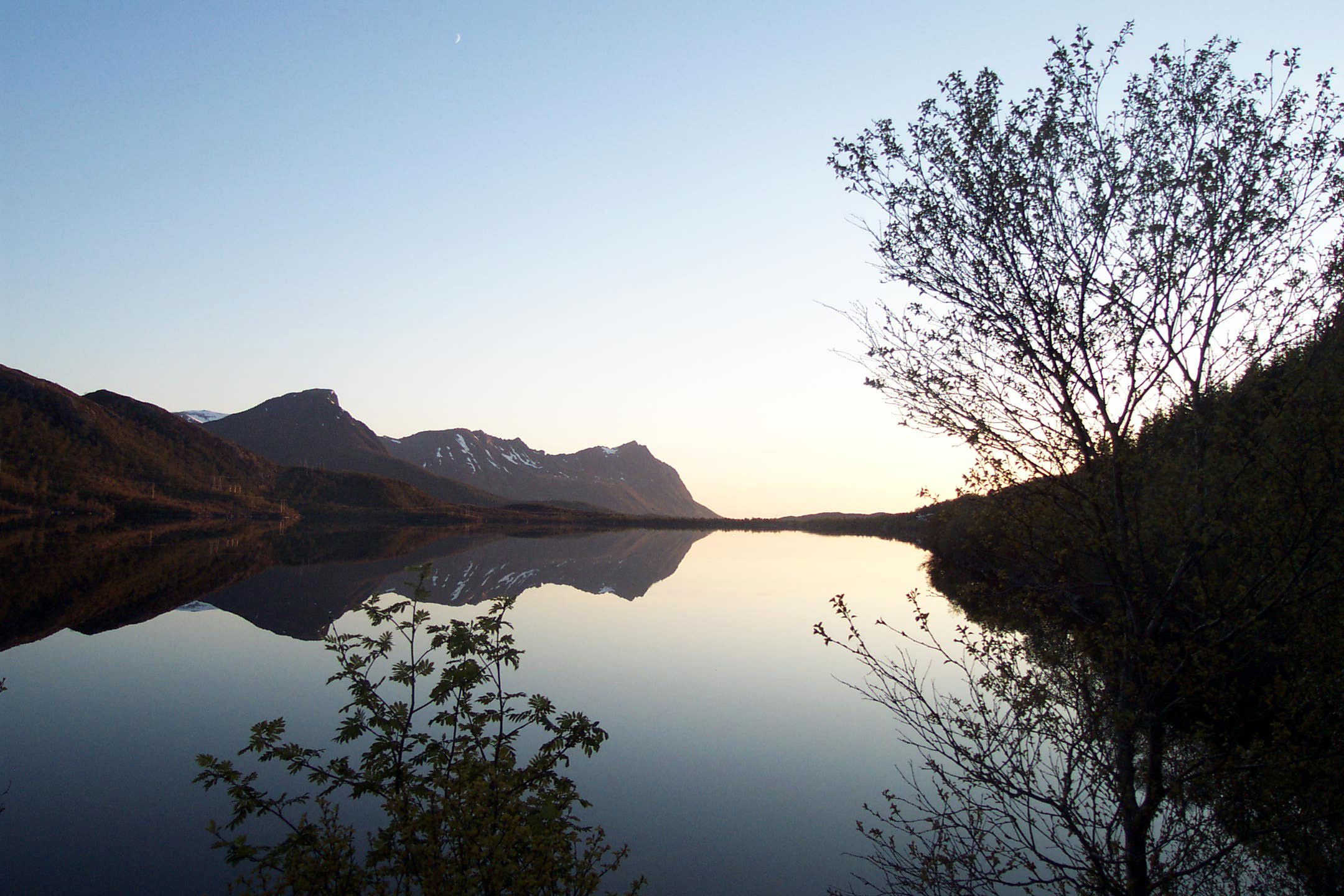 File lofoten reflet lac 2 jpg wikimedia commons for Miroir reflet