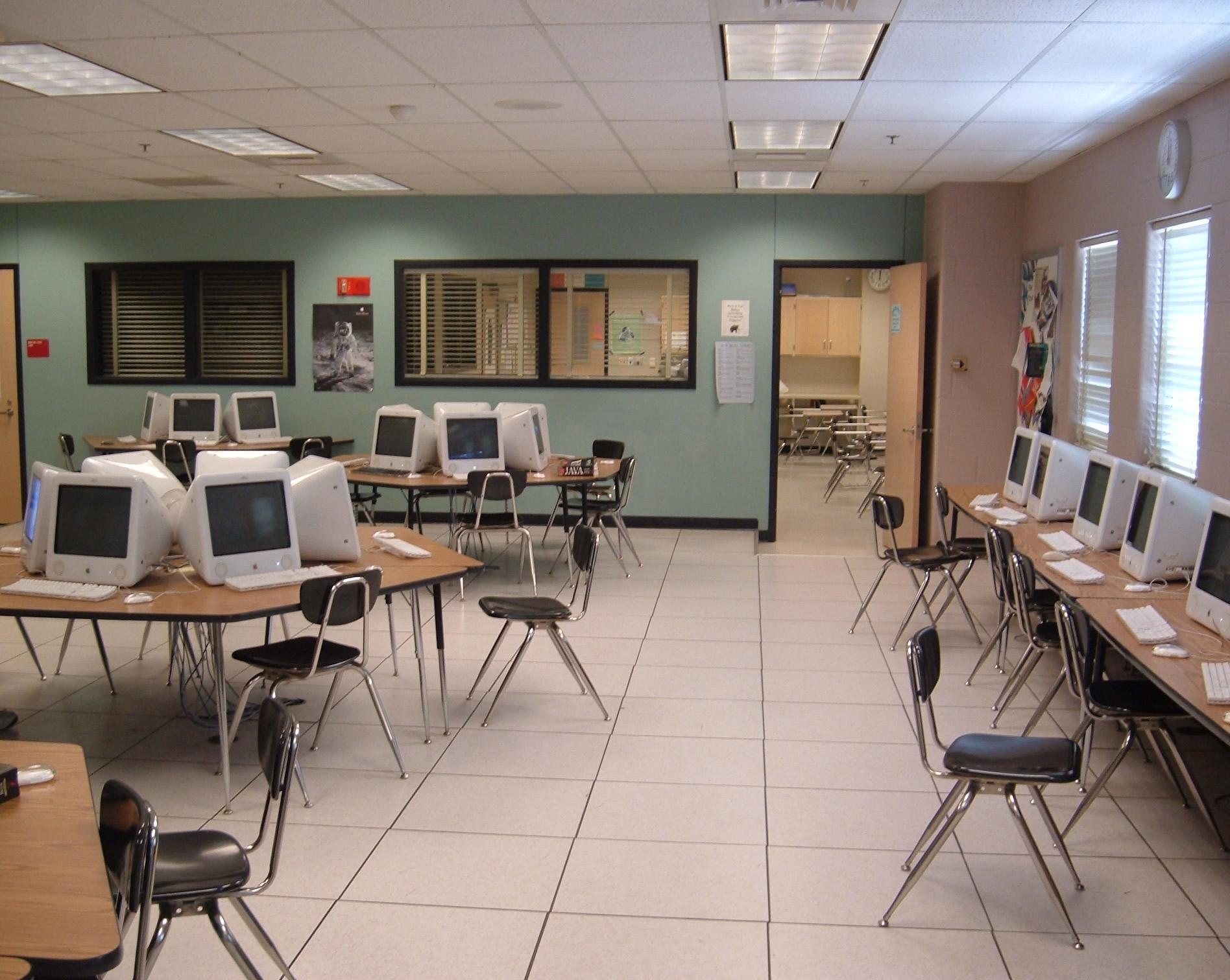 File:Magnet Program computer lab, Montgomery Blair High ...