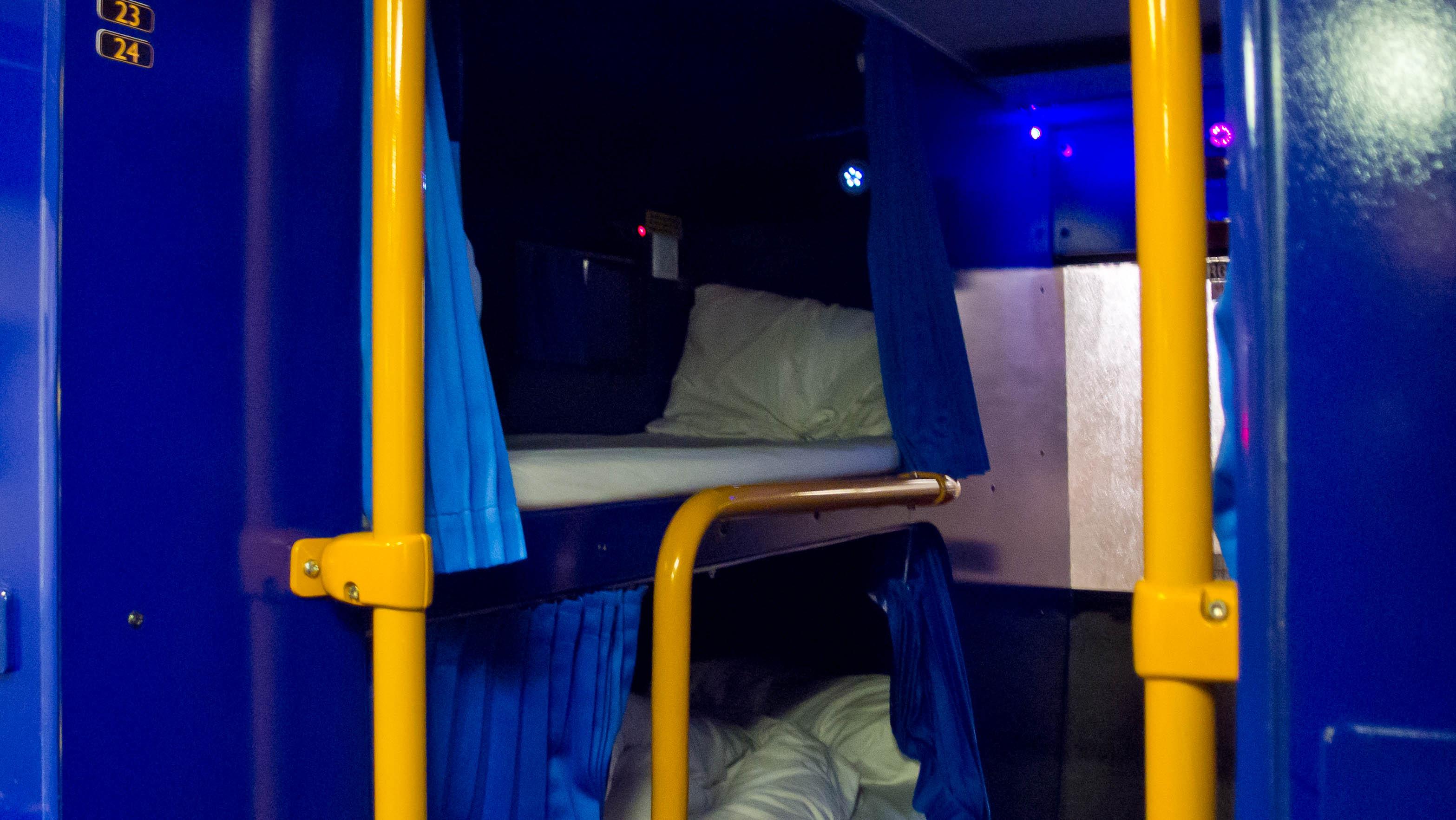 File:Megabus sleeper coach 51062.jpg - Wikimedia Commons