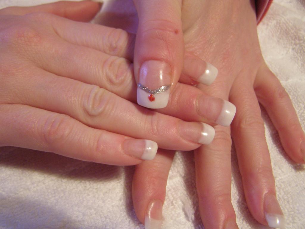 File:Nail art - Glitter Diamond.jpg - Wikimedia Commons