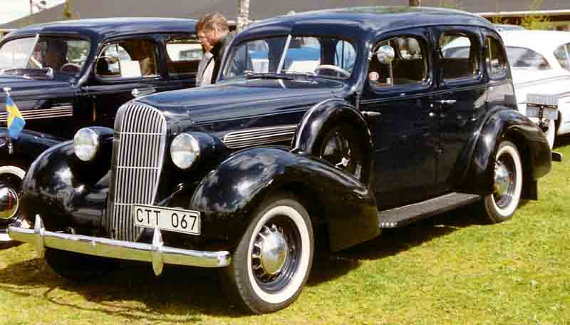 File oldsmobile special 4 door sedan wikimedia for 1933 pontiac 4 door sedan