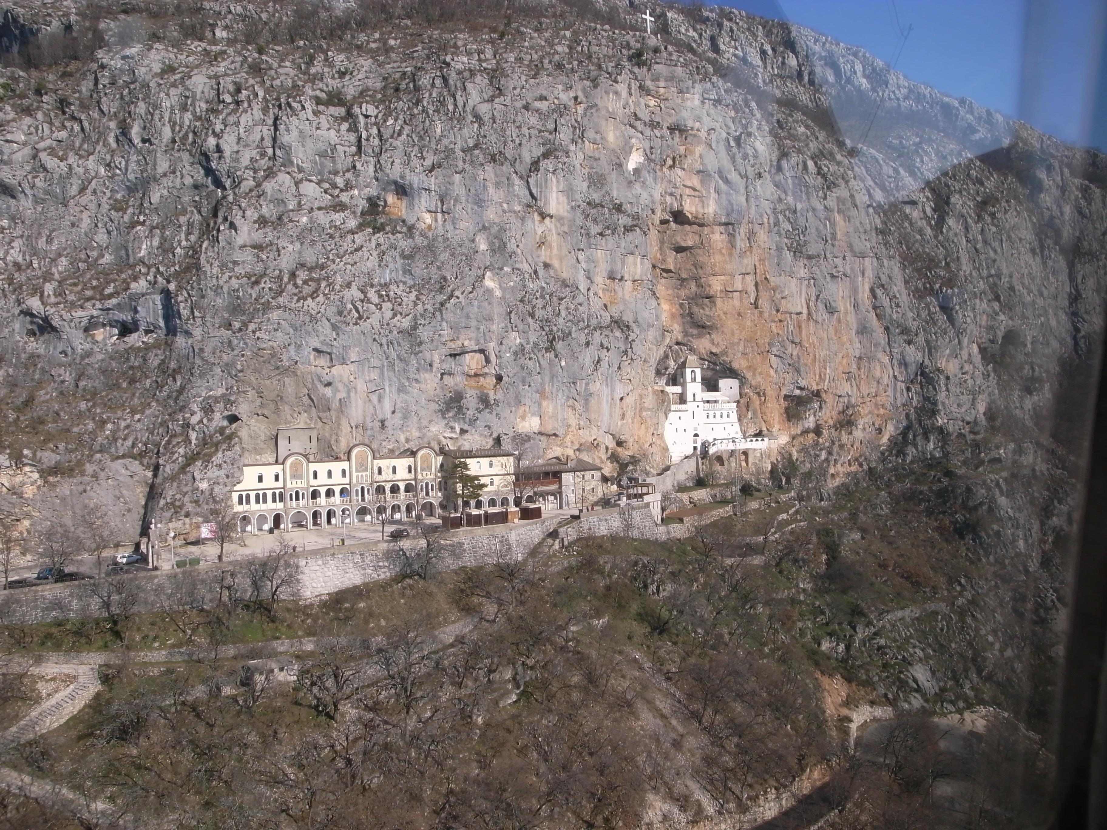 Вид на верхний монастырь Острог