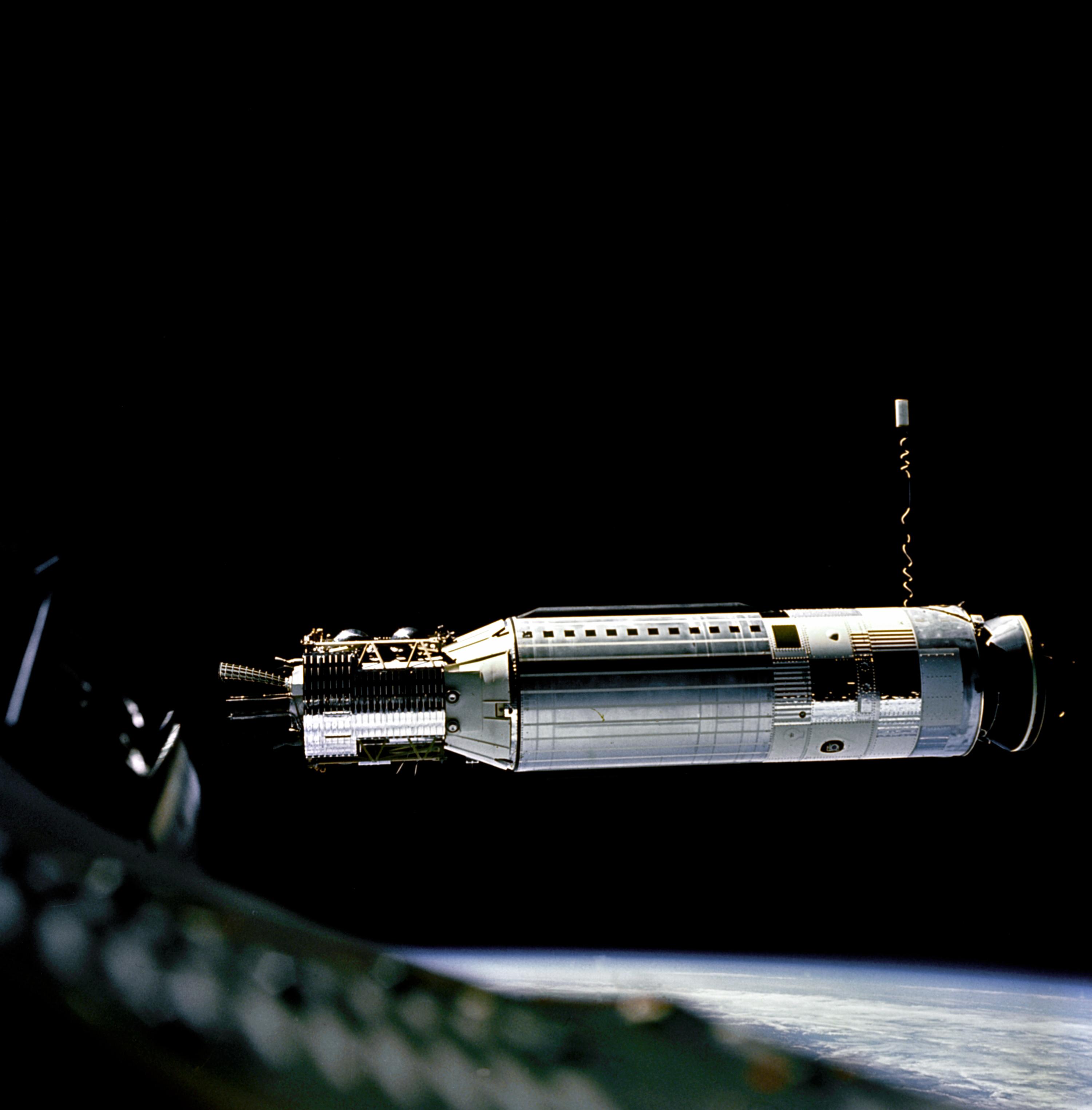 gemini 8 16 märz 2016  kurz darauf startete eine titan-rakete mit dem raumschiff gemini 8 an bord  waren david scott und neil armstrong ziel der mission war das.