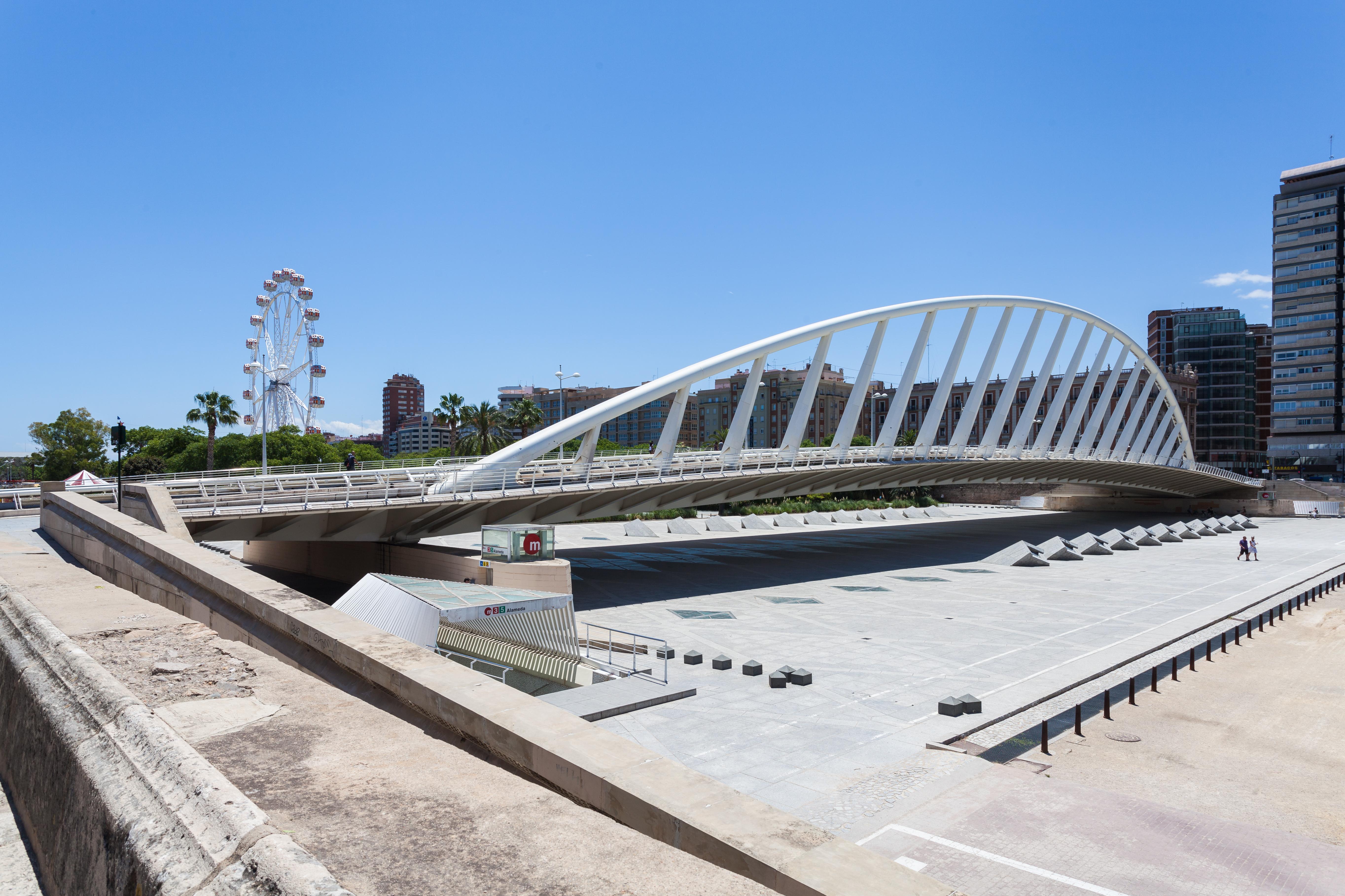 File puente de la alameda valencia espa a 2014 06 29 for Piscina de valencia alameda