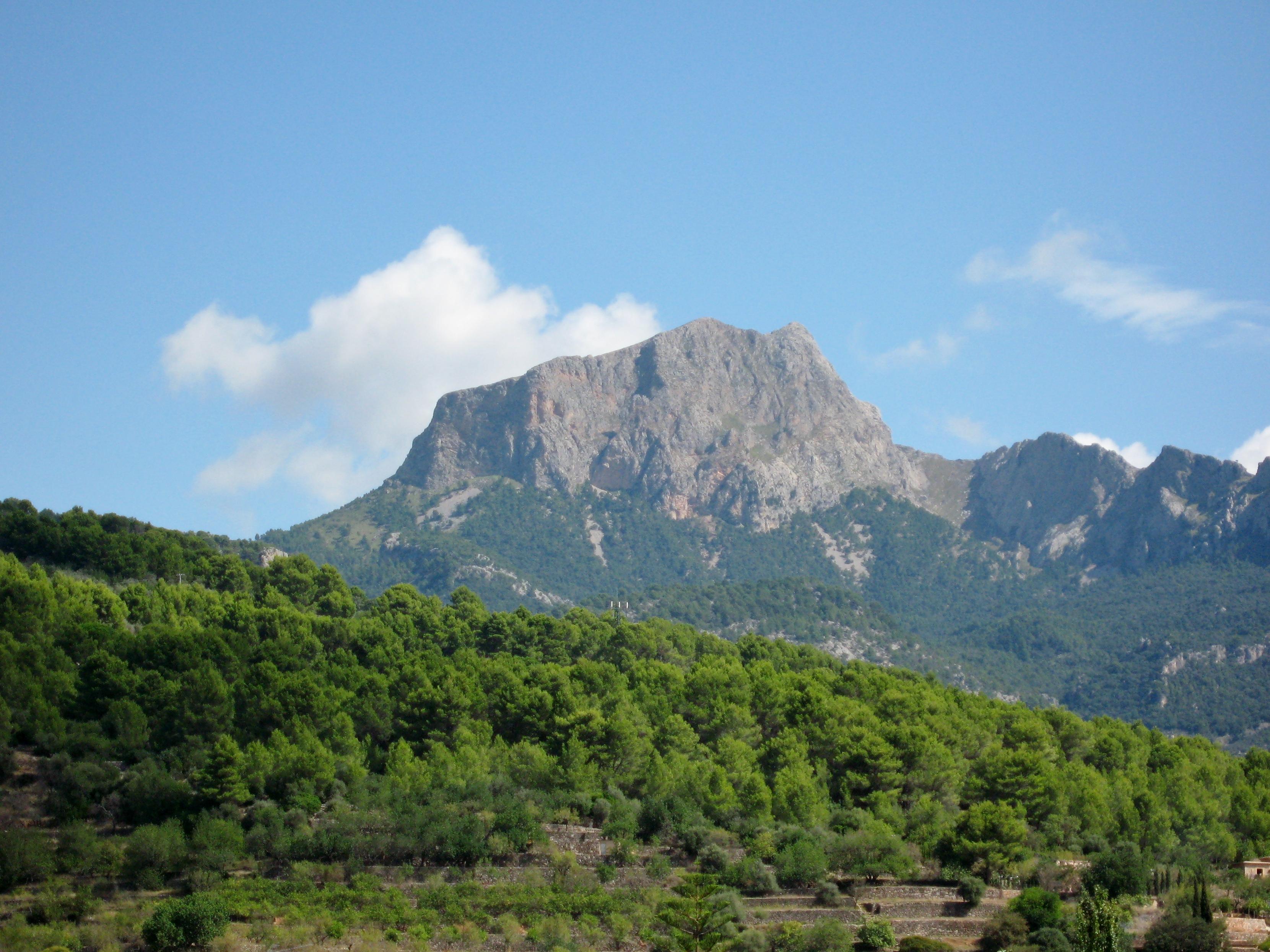 Puig Major von Sóller mit Penyal des Migdia im Vordergrund