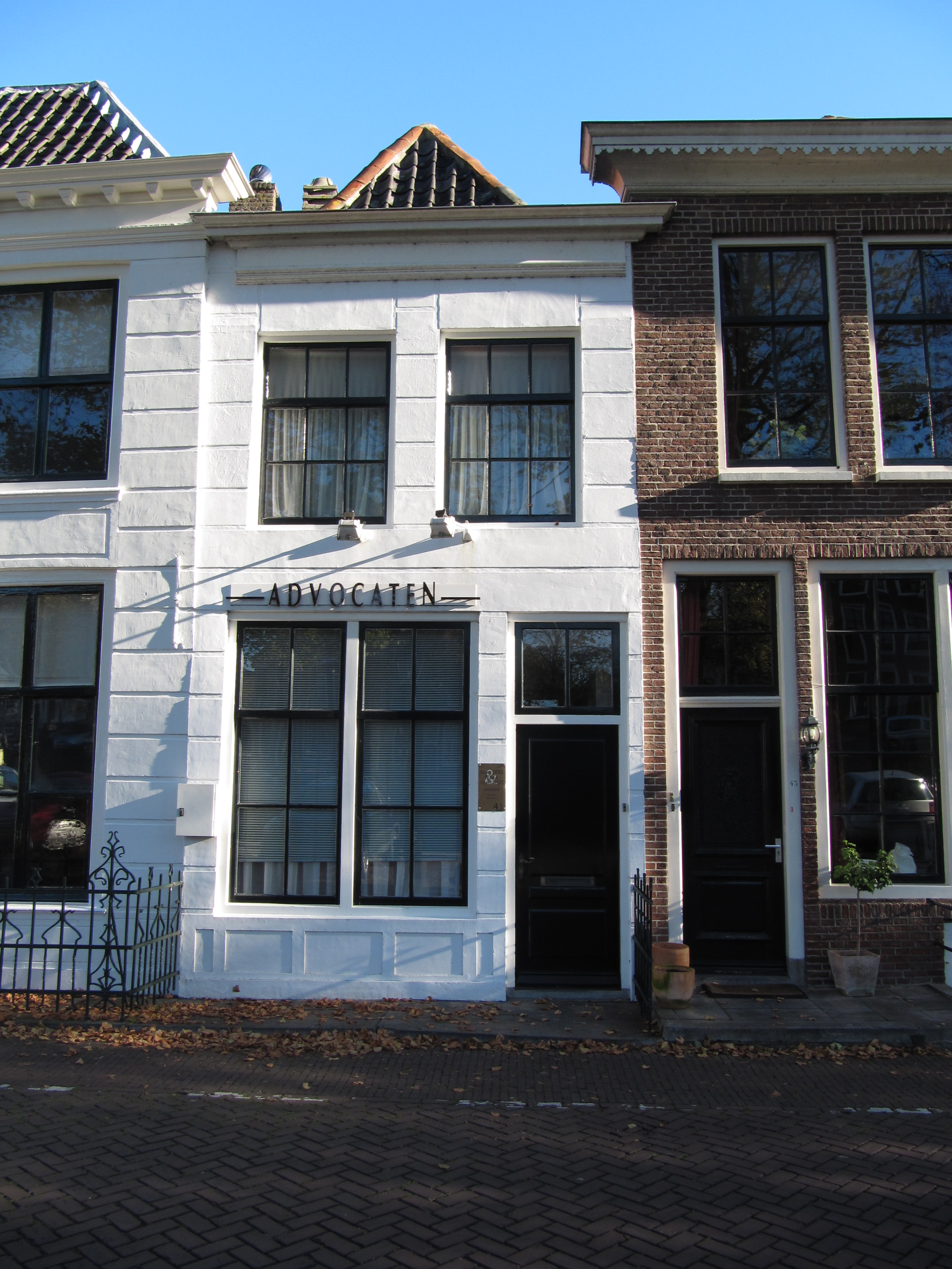 Huis met gepleisterde gevel in zierikzee monument - Oude huis gevel ...