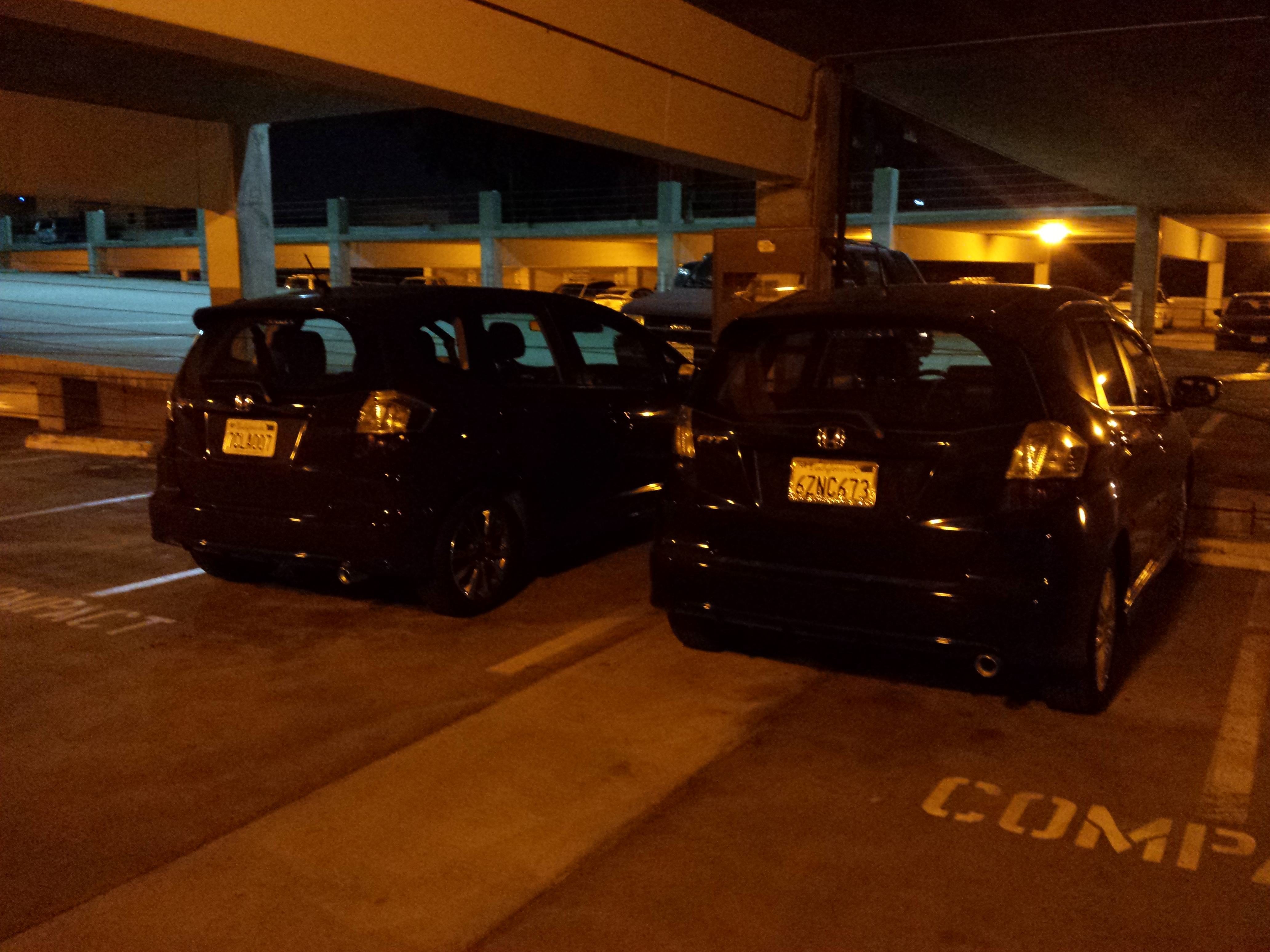 File Red And Black Cars Under Low Pressure Sodium Lamps Jpg