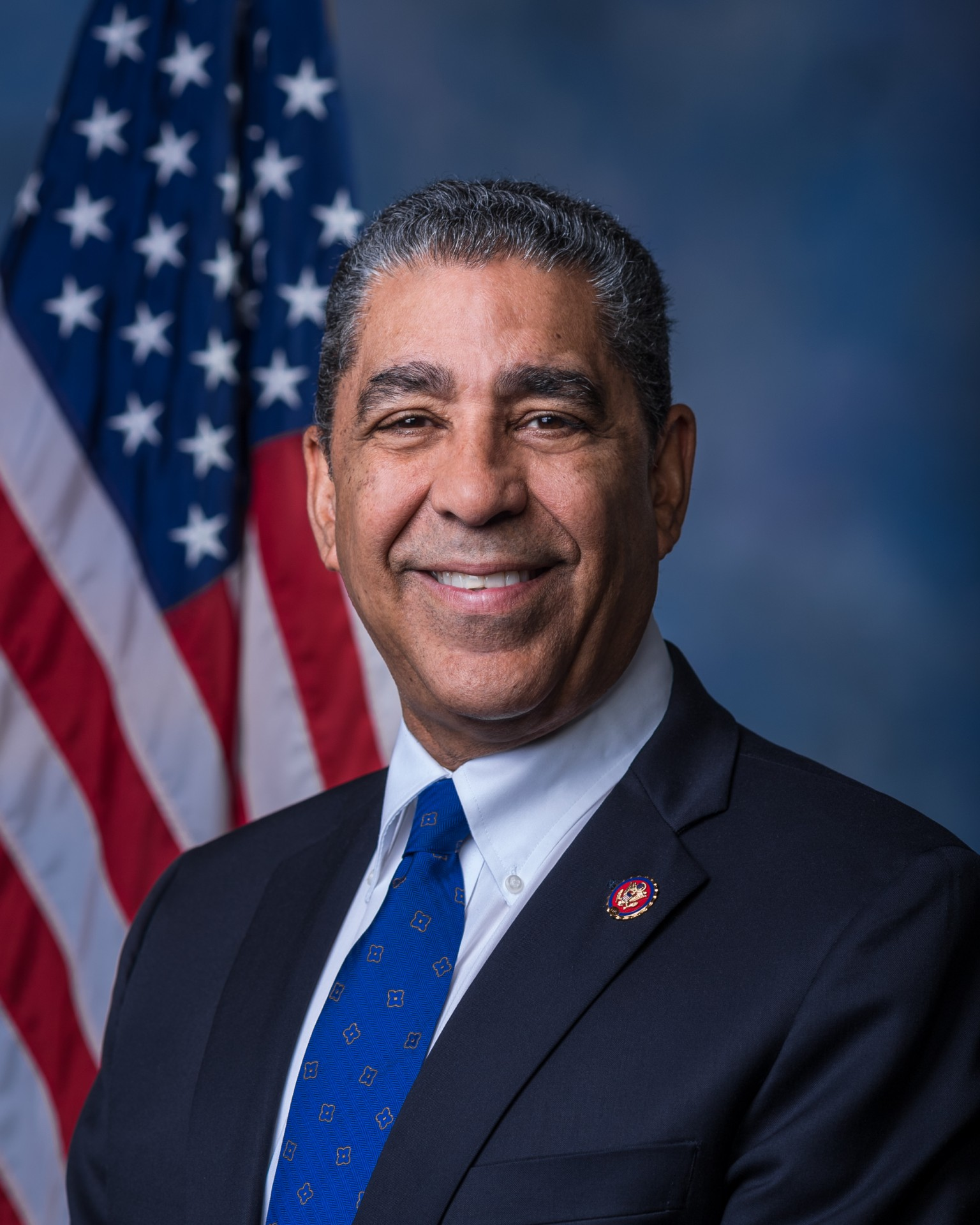 https://upload.wikimedia.org/wikipedia/commons/8/80/Rep._Adriano_Espaillat_Official_Photo_116th_Congress.jpg