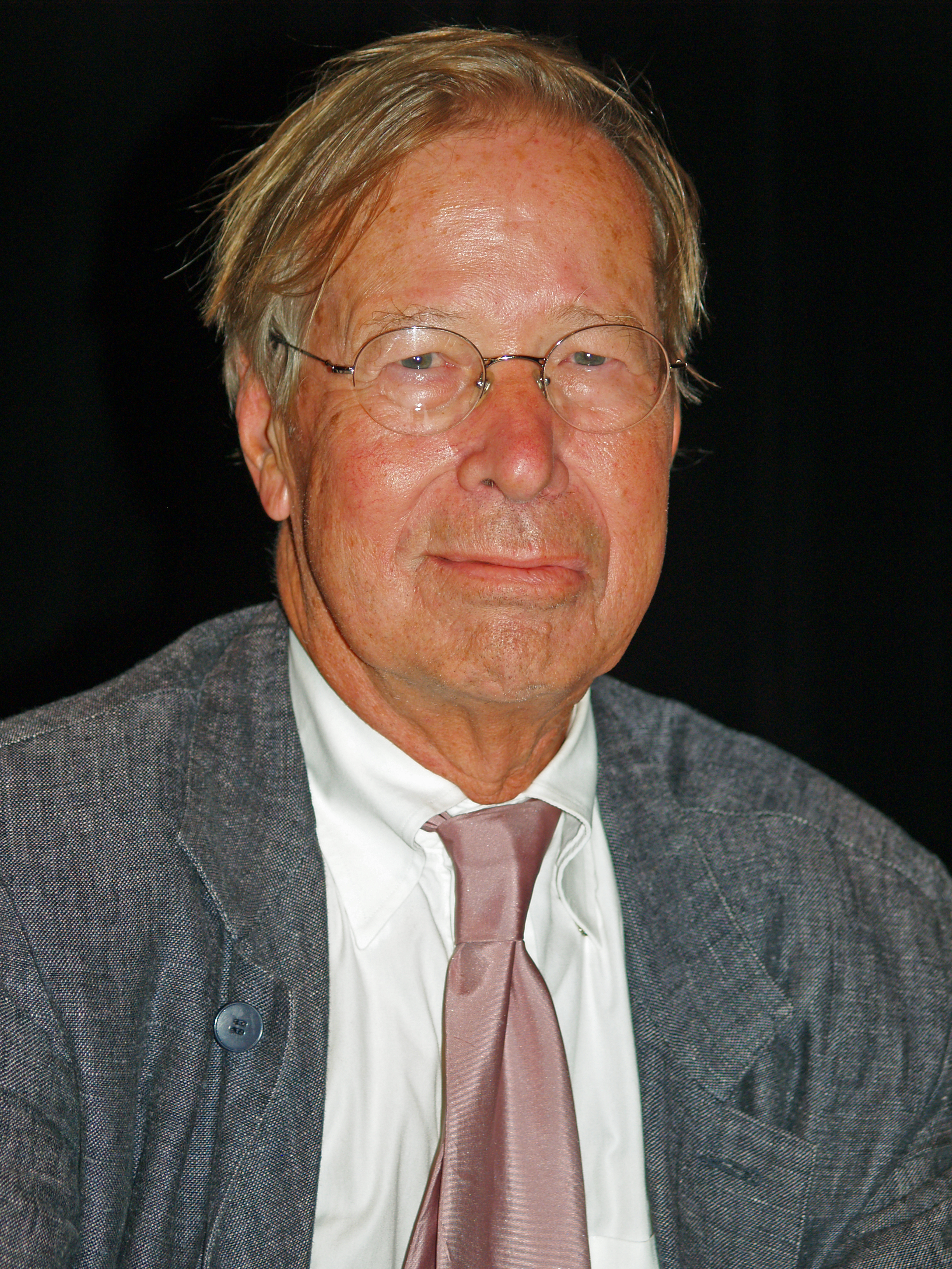 Ronald Dworkin at the Brooklyn Book Festival in 2008.<!-- Information -->
