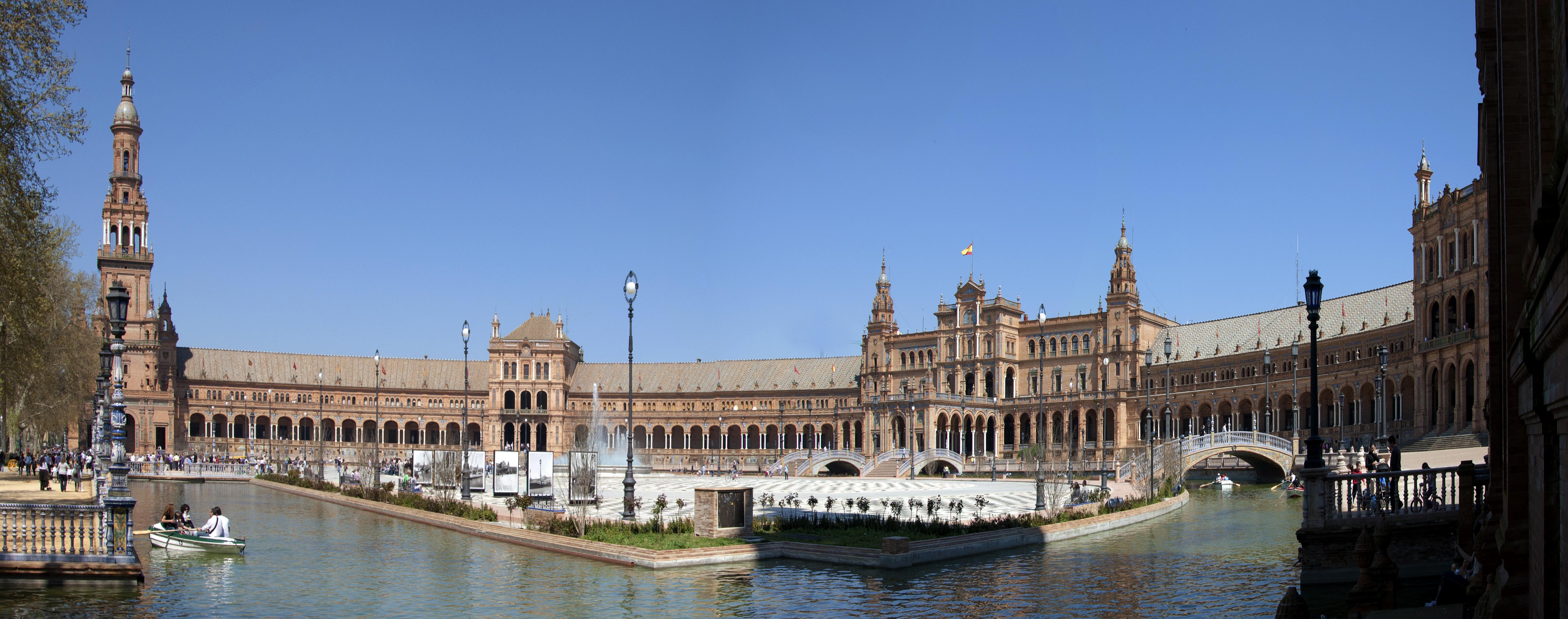 File:Sevilla Plaza de España 19-03-2011 13-36-19.jpg - Wikimedia Commons