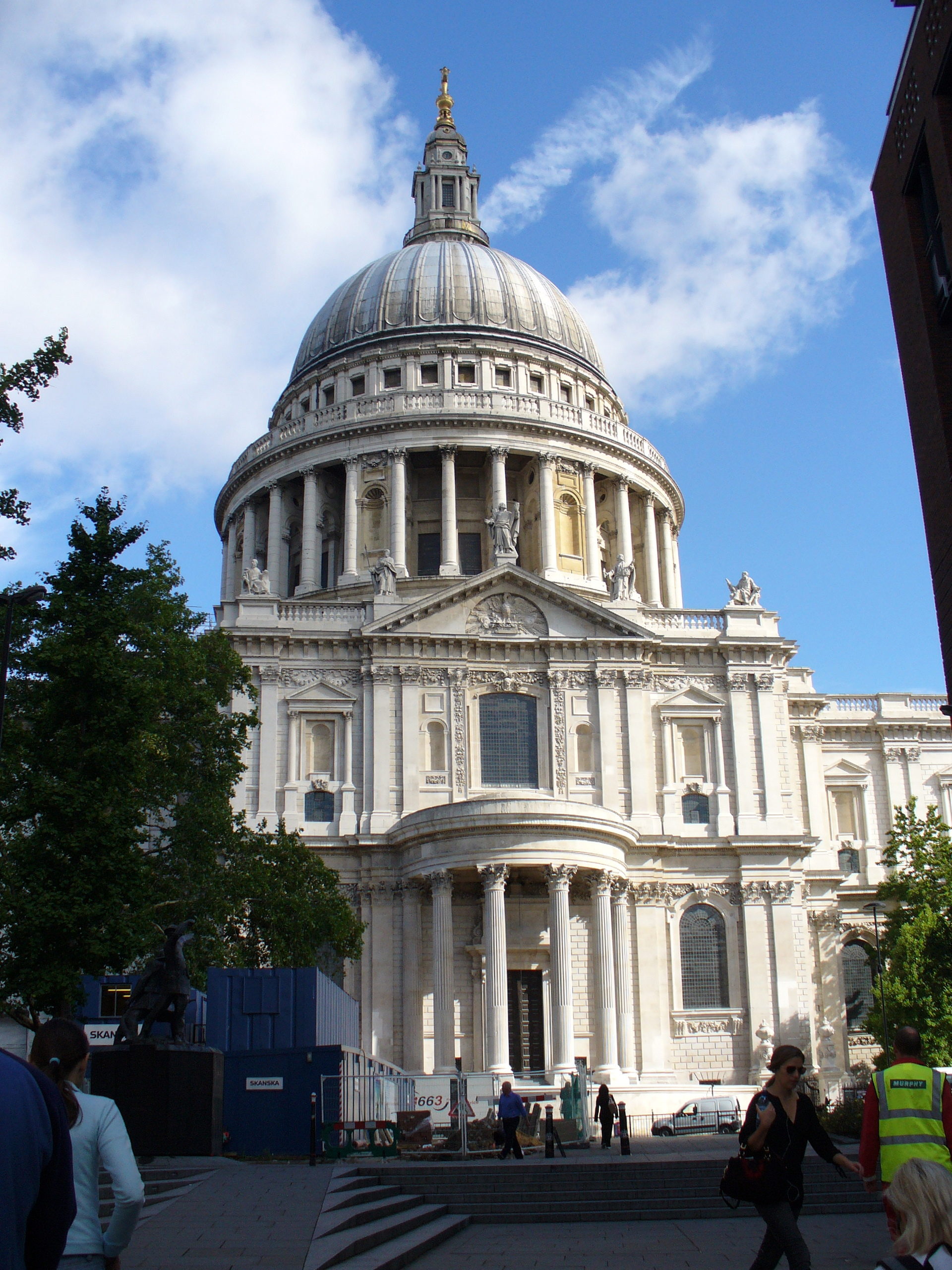 File:St. Pauls Cathedral with dome.jpg - Wikimedia Commons