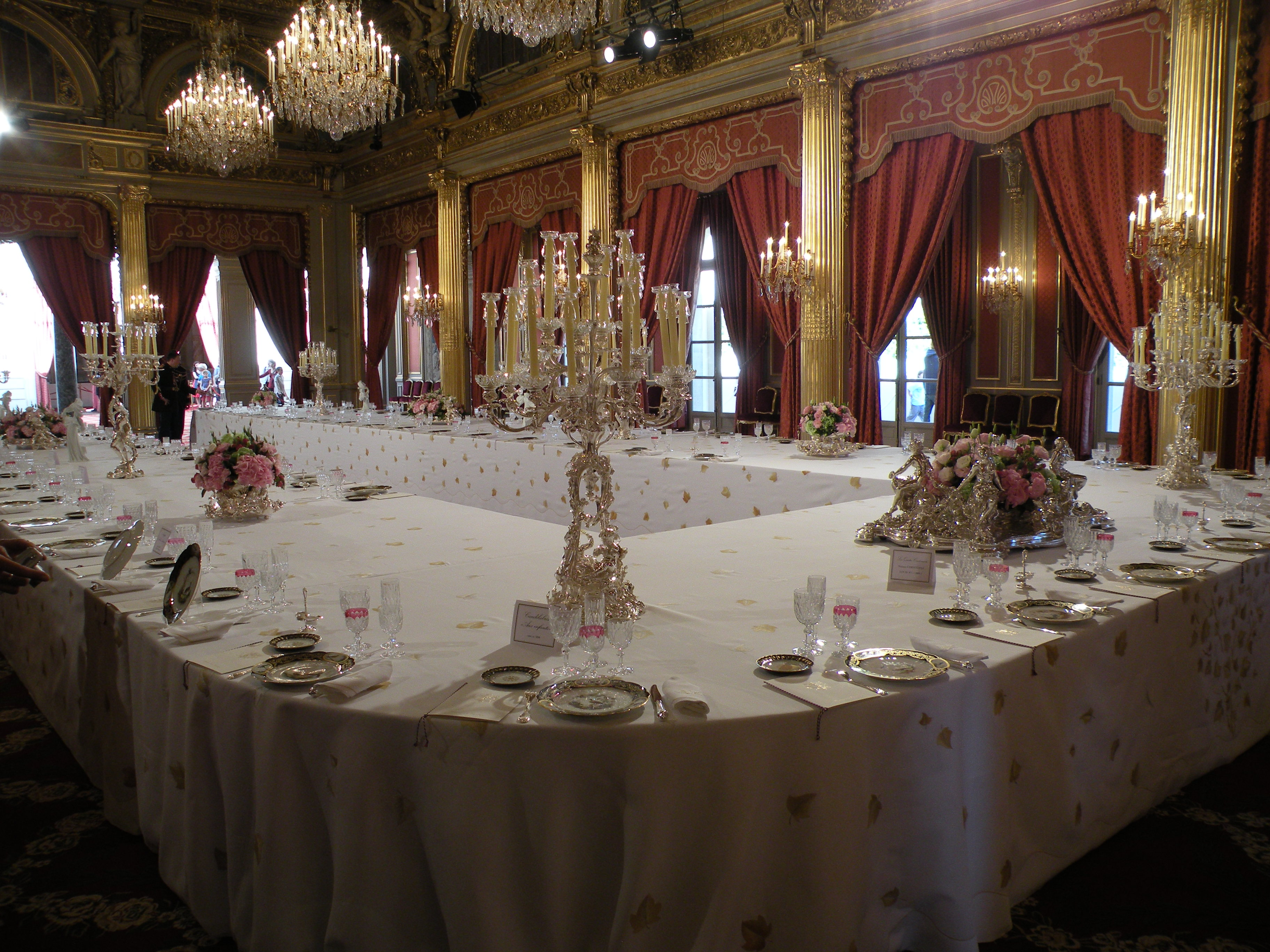 file table salle de fetes elysee jpg wikimedia commons