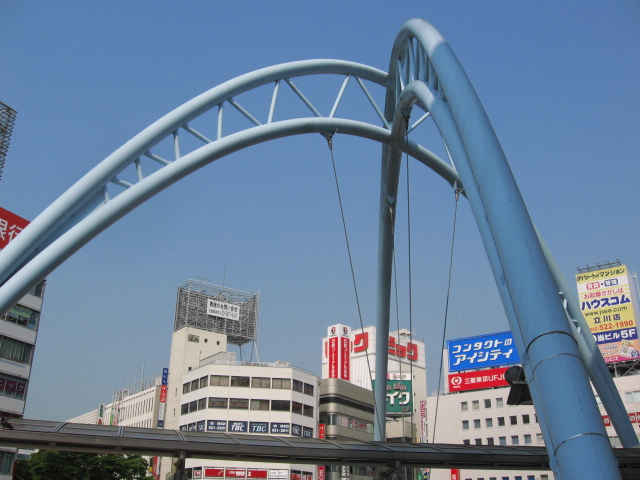 ファイル:Tachikawa Station North-gate Monuments.jpg