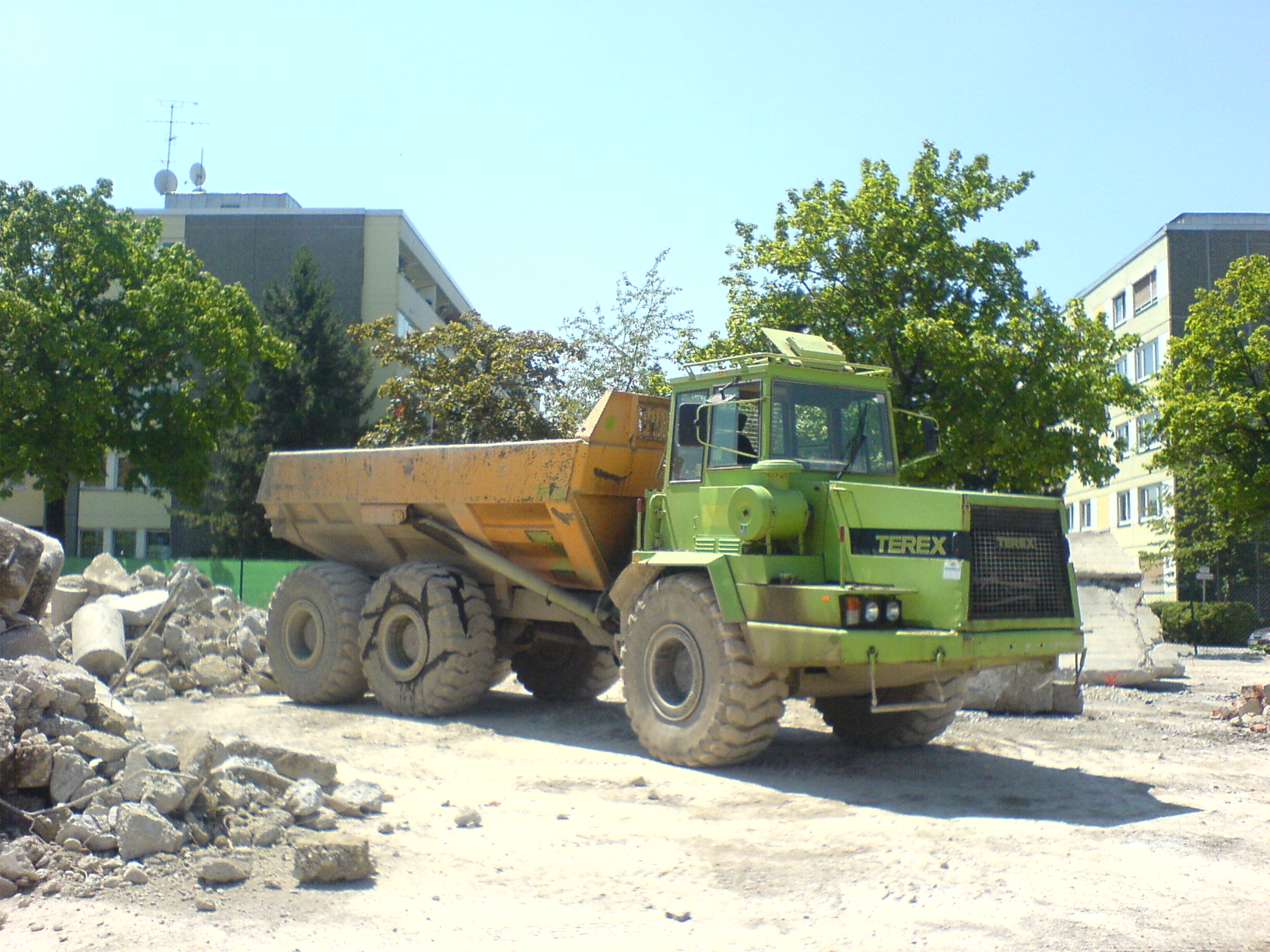 File:Terex 2566 B - total view.JPG