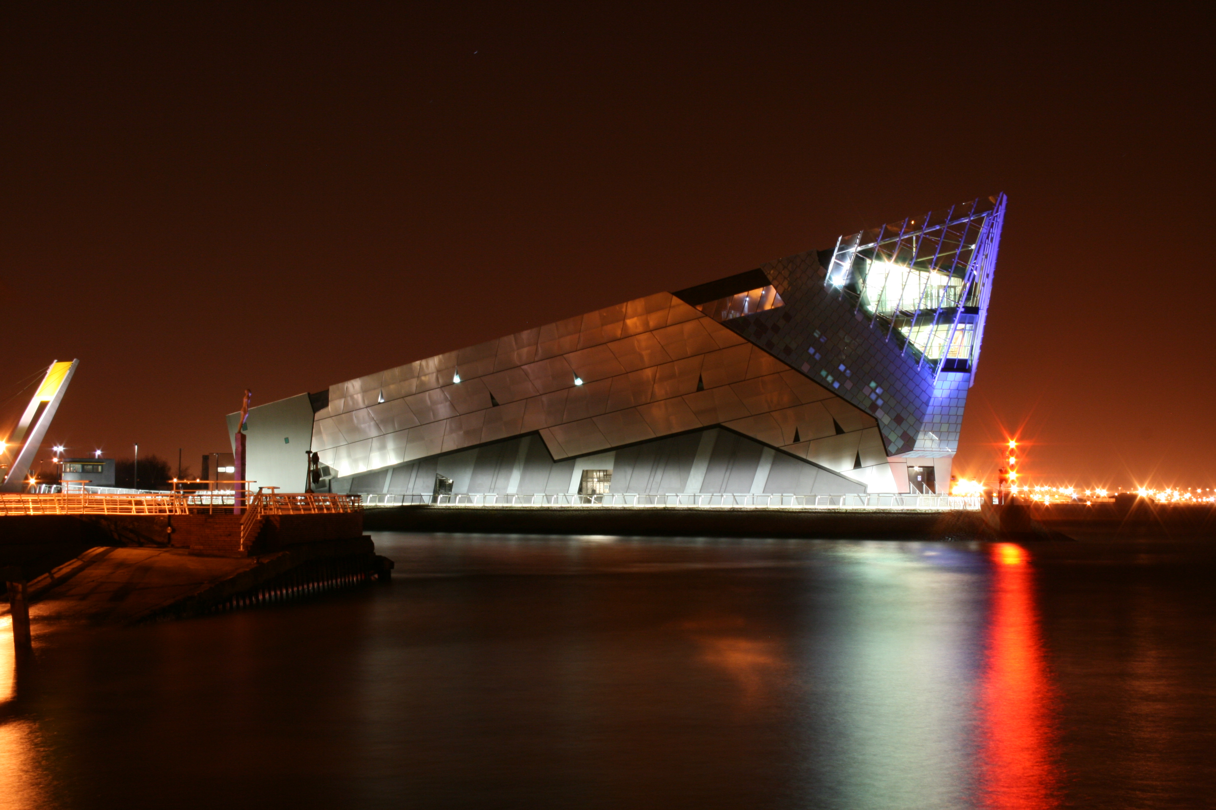 File The Deep Hull At Night Jpg Wikimedia Commons