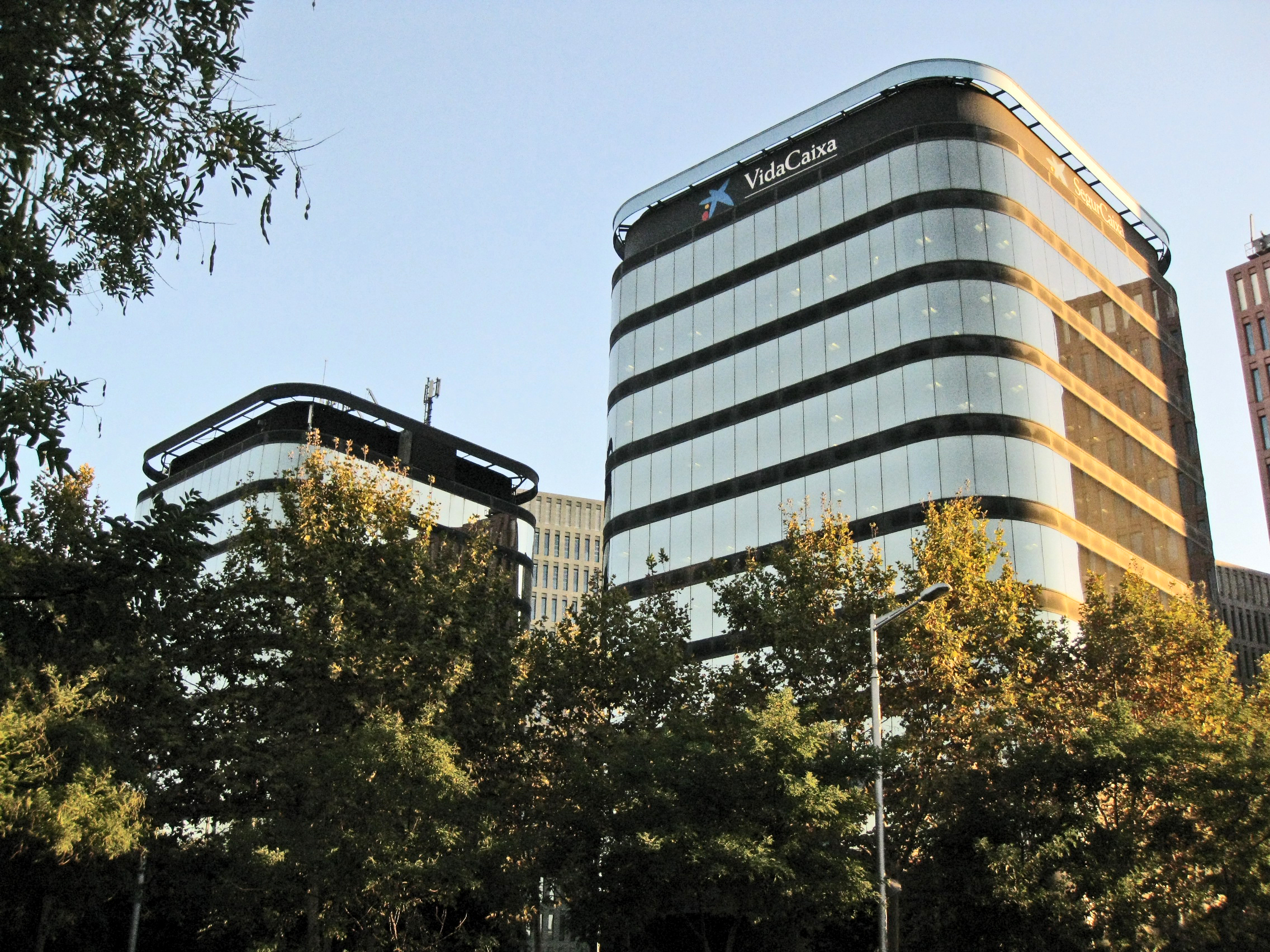 File torres cerd wikimedia commons for Caixa d enginyers oficines barcelona