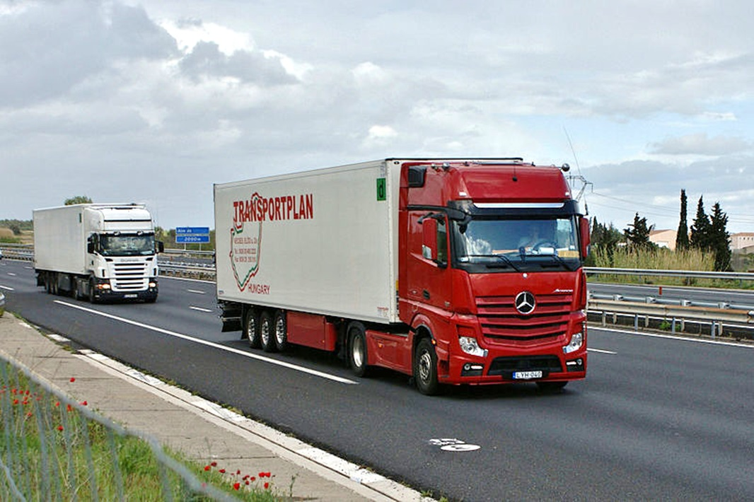 Mercedes Benz Actros on straight truck engine