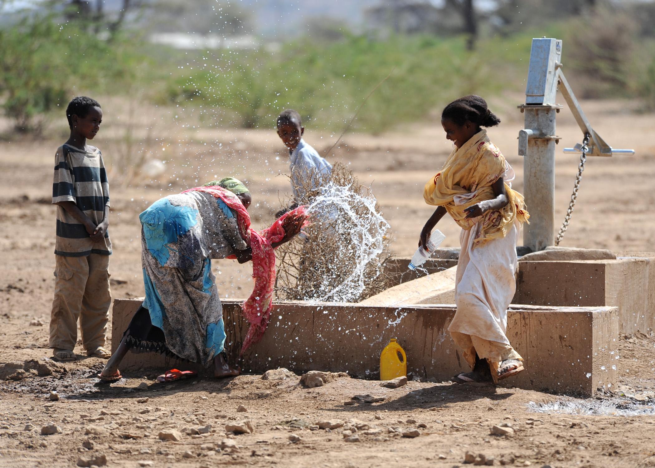 Description us navy 110311 n sn160 227 ethiopian children play in the