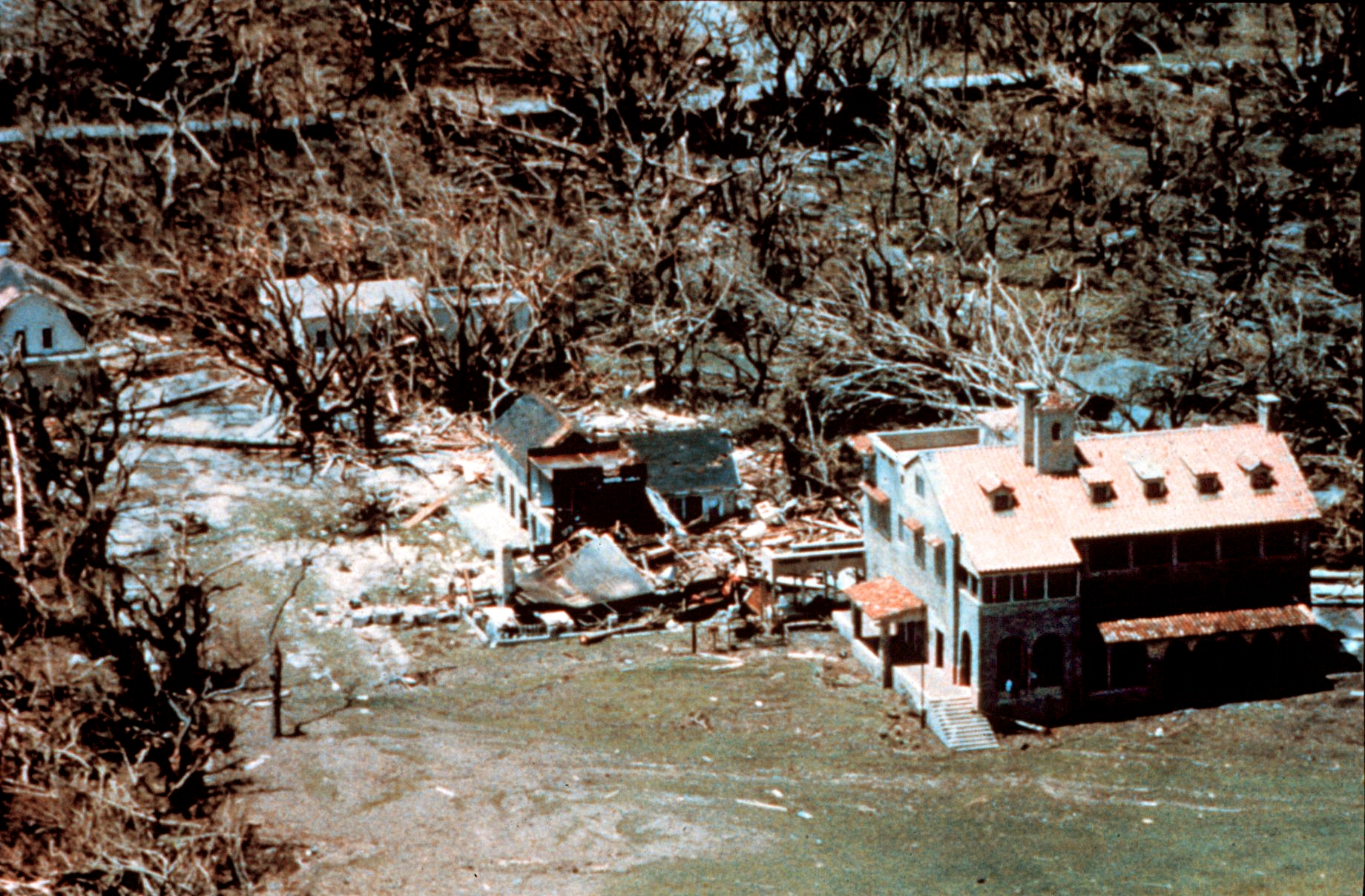 Wea00529_-_Hurricane_Andrew_-_Buildings_