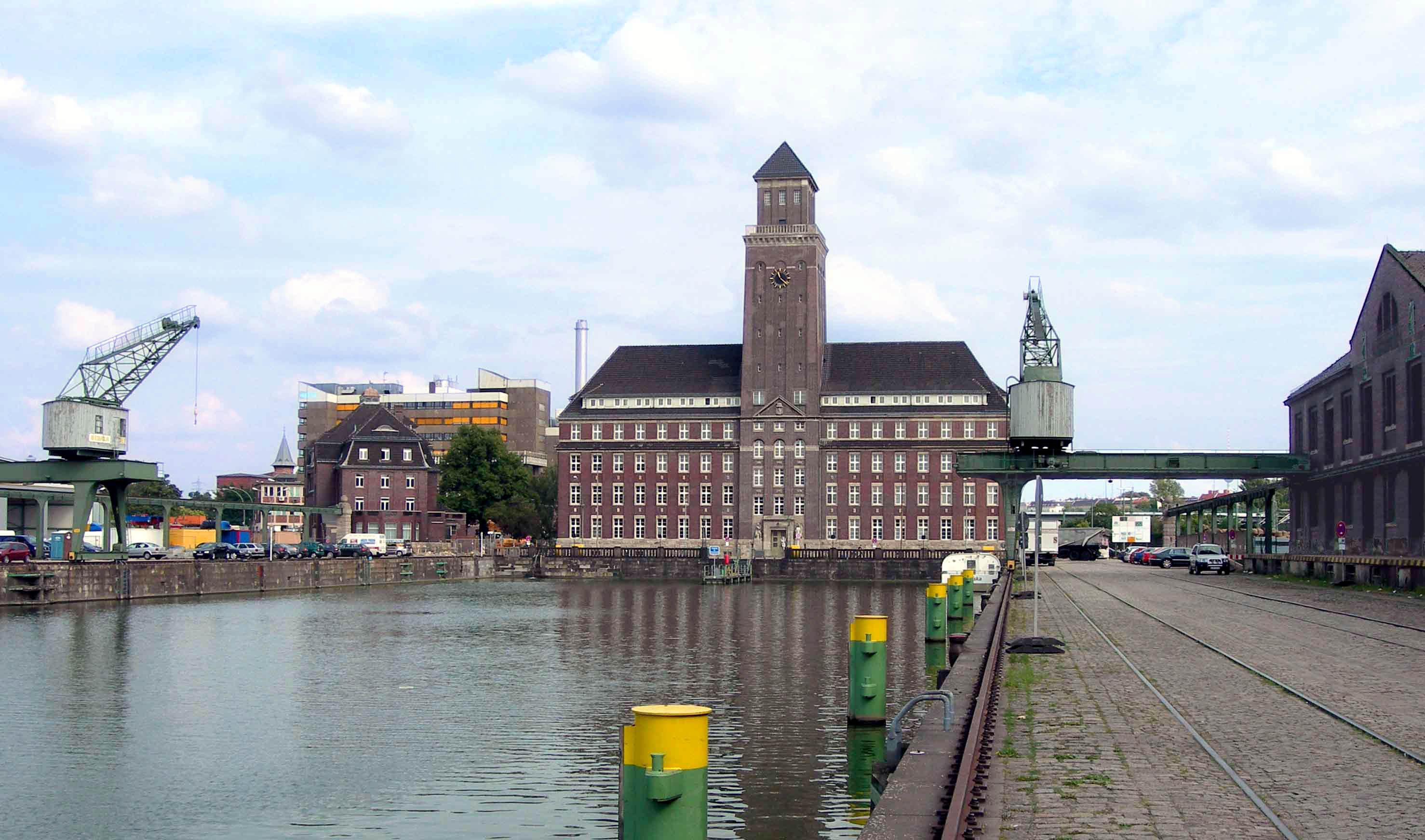 Westhafen in Moabit (Nordbecken mit BEHALA-Verwaltungsgebäude)