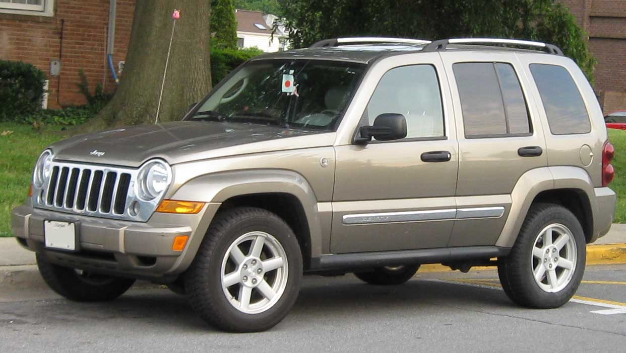 Could A First Gen Honda Cr V Be The Ideal Survival Ride in addition 61A1975A0A0 additionally File Jeep Cherokee  XJ  Limited red Gateway Arch 2 also Jeep Wrangler C ing Accessories also Jeep Grand Cherokee Wk Stealth W Sunroof. on 1997 cherokee roof rack
