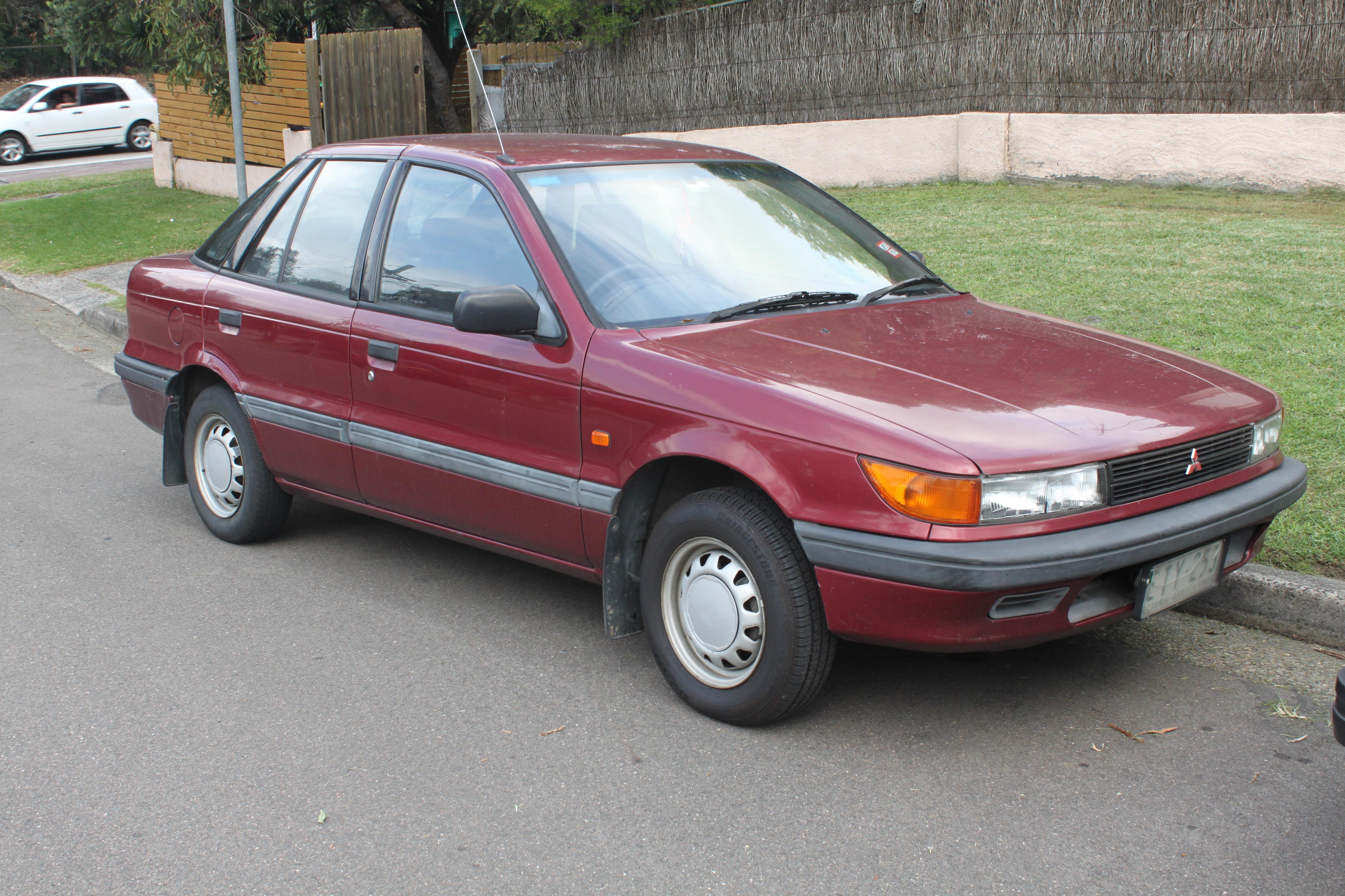 file:1992 mitsubishi lancer (cb) glx 5-door hatchback (25967601554