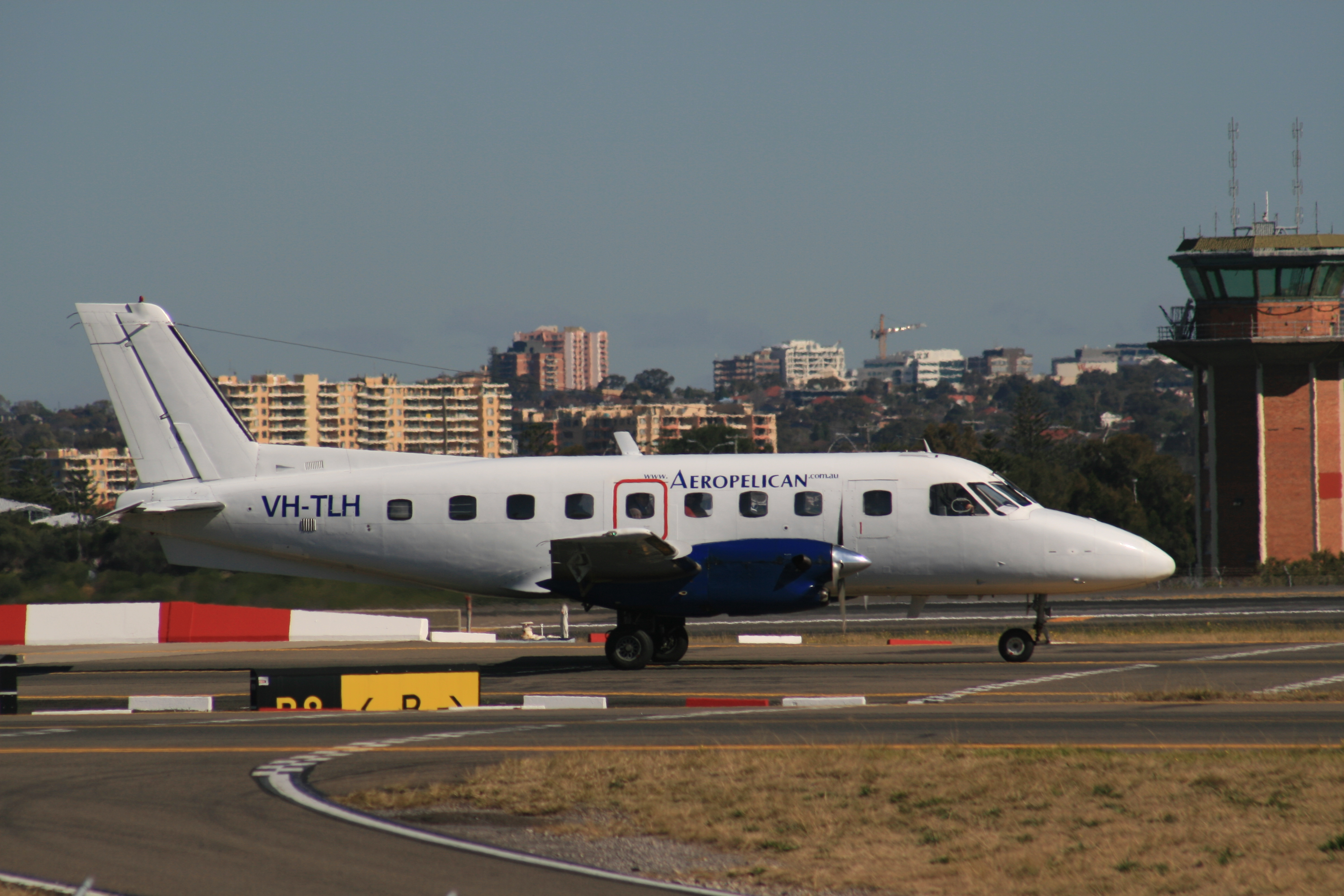 Datei:Aeropelican Air Services Embraer EMB-110 Bandeirante VH-TLH.jpg –  Wikipedia